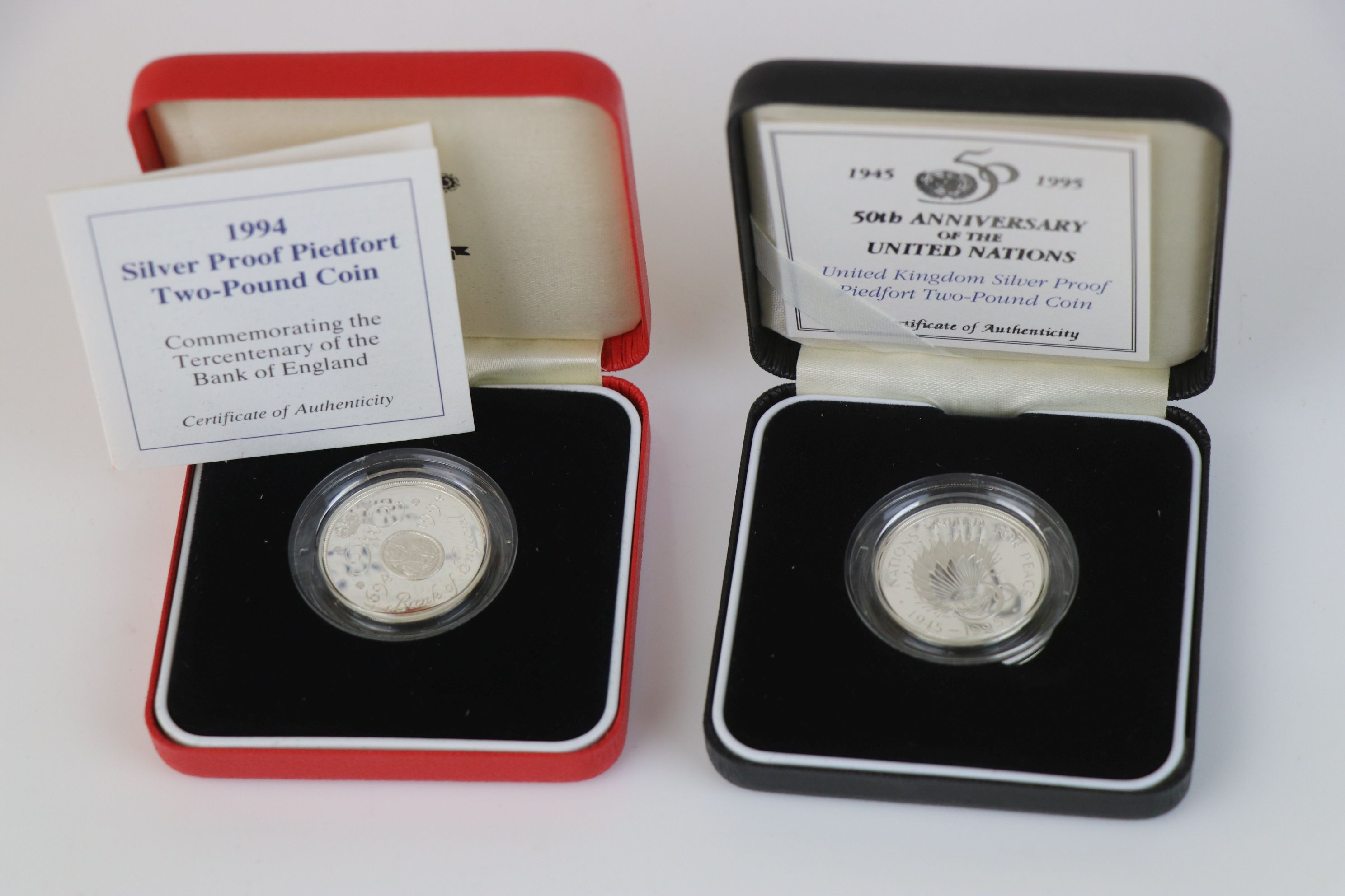 A cased Royal Mint 1994 silver proof Piedfort £2 coin commemorating the Tercentenary of the Bank - Image 5 of 5