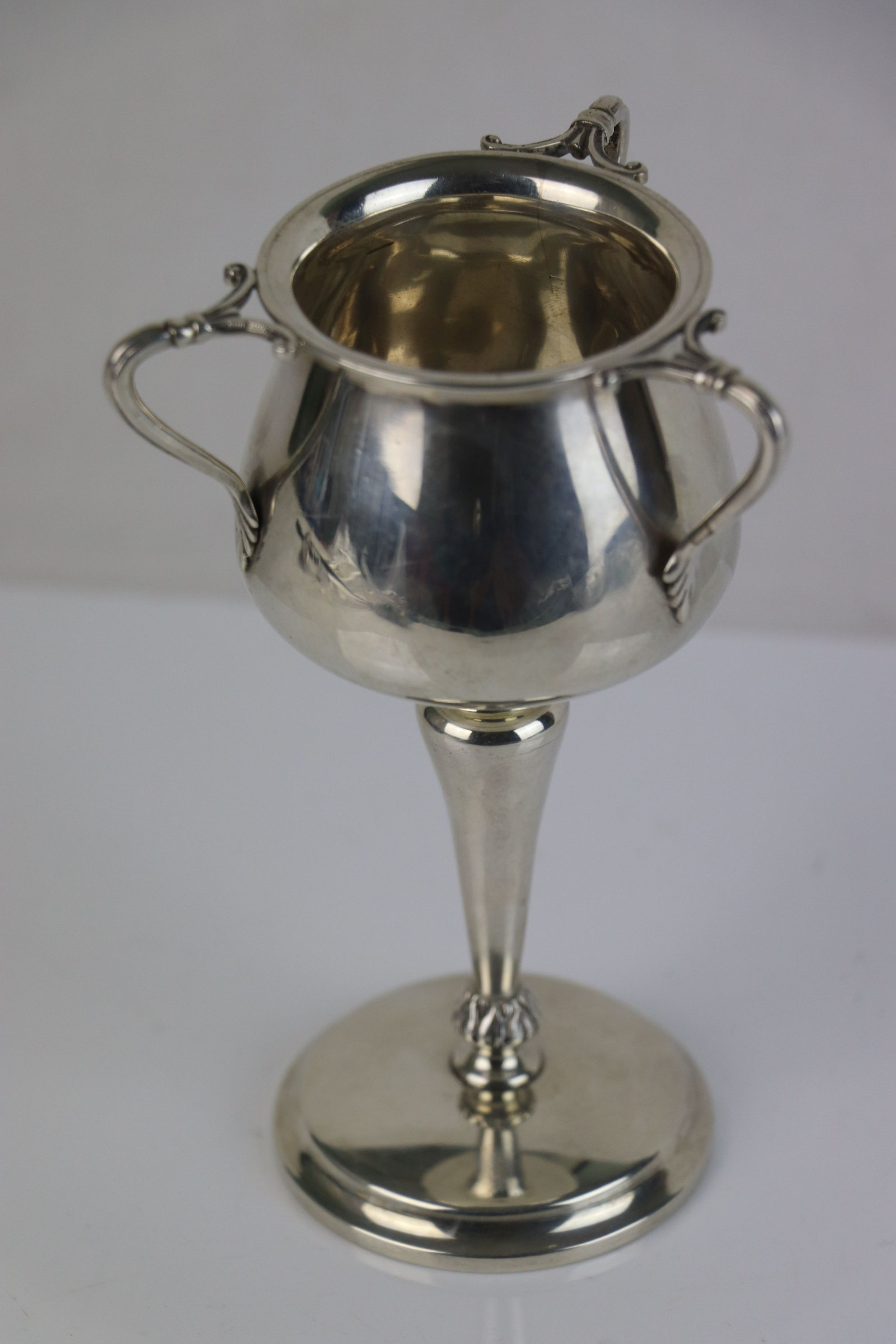 A fully hallmarked sterling silver Art Nouveau goblet, maker marked for William Disney Barlow, assay - Image 2 of 5