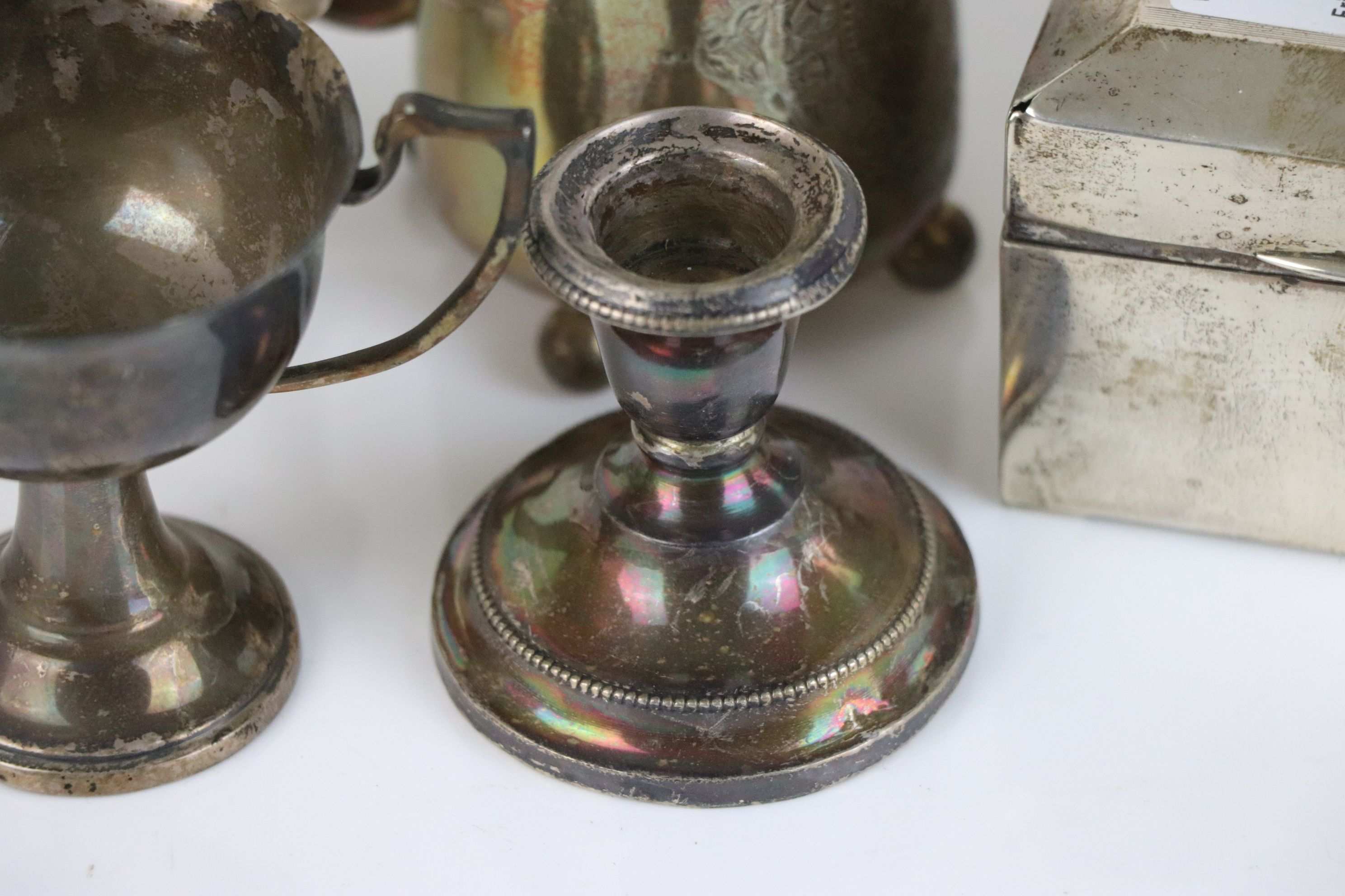 A collection of fully hallmarked sterling silver collectables to include Cigarette box, Trophy, Cup, - Image 3 of 5