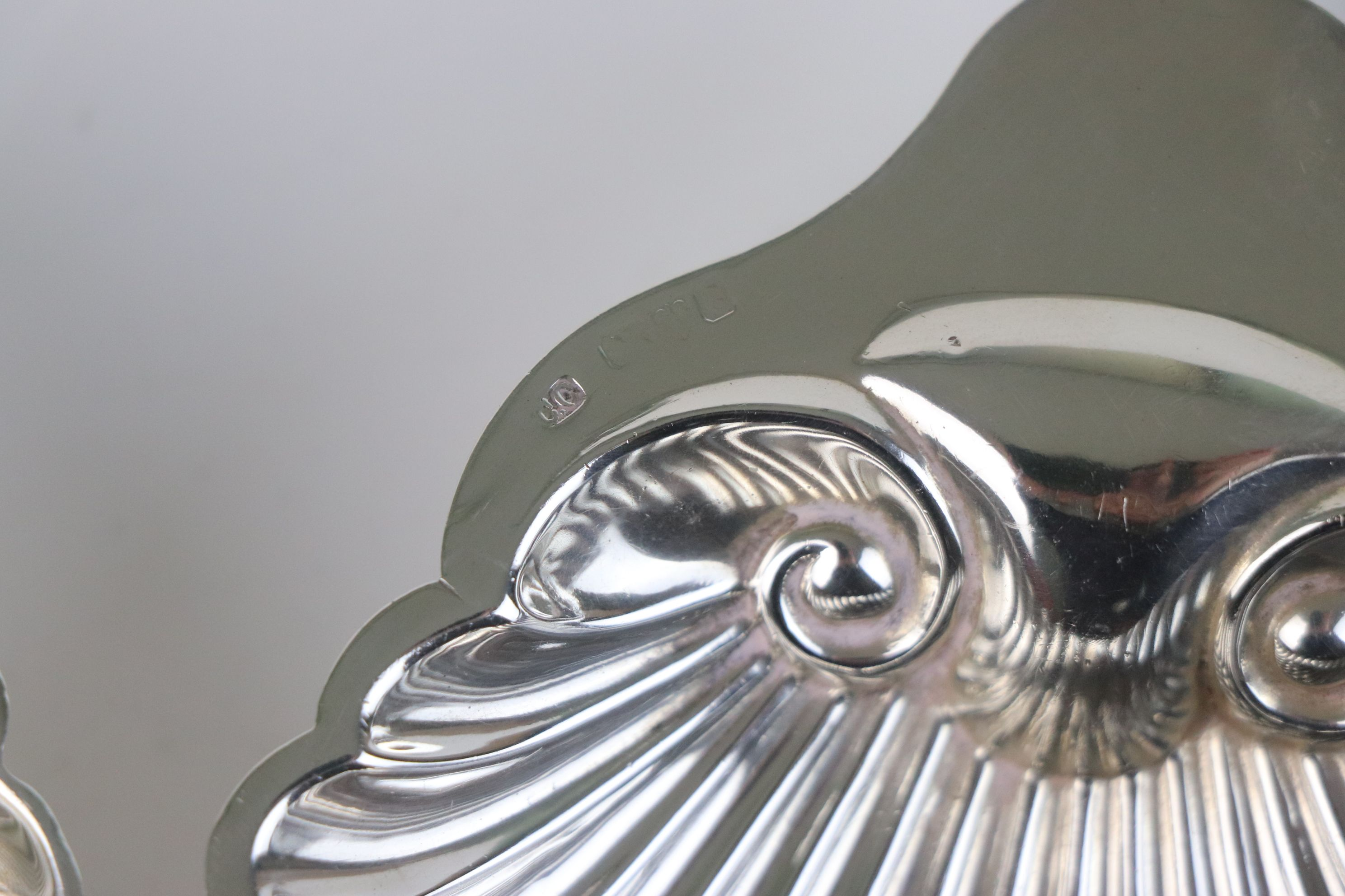 A pair of fully hallmarked sterling silver scalloped butter dishes, maker marked for Josiah Williams - Image 4 of 5