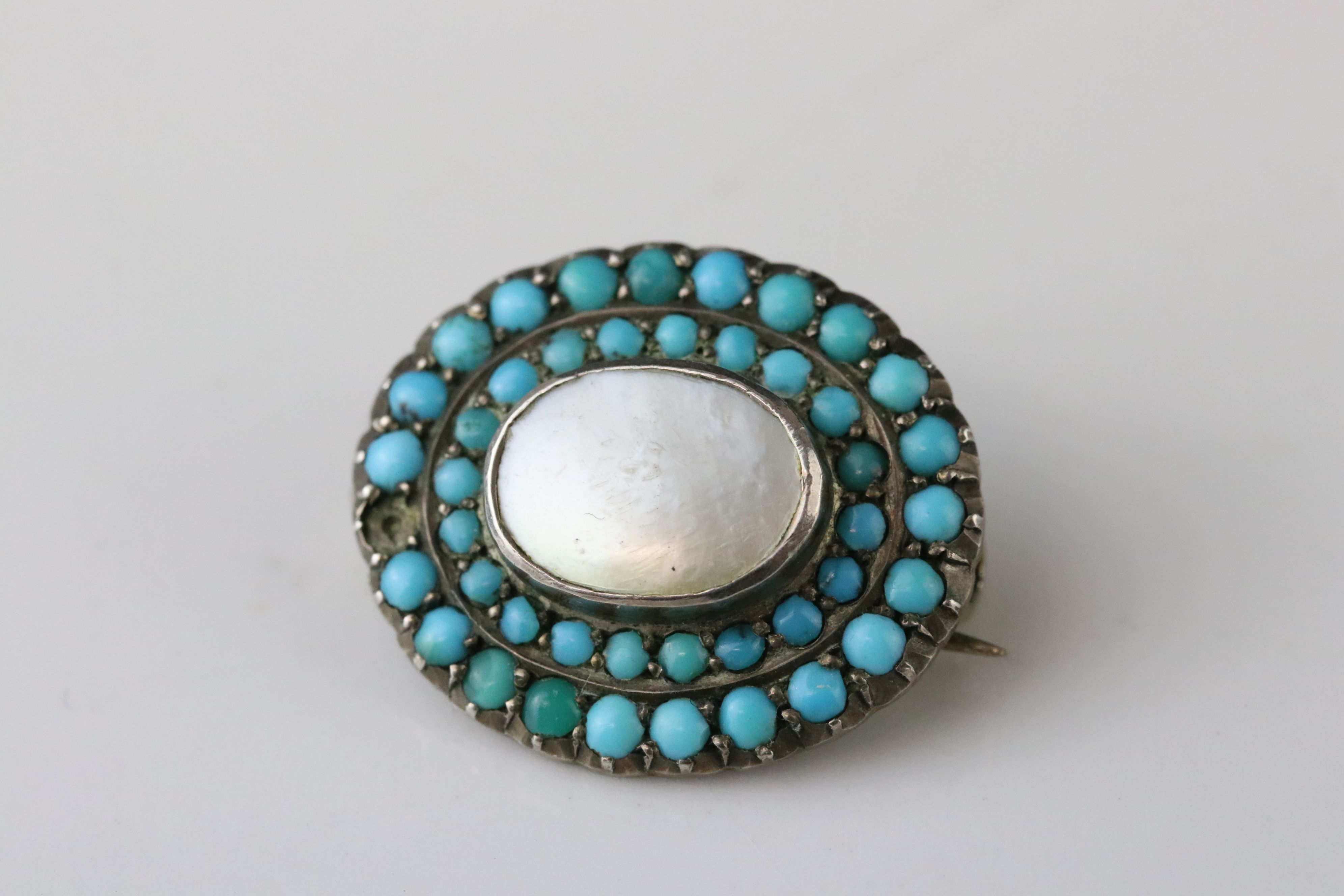 Late Victorian turquoise and seed pearl 9ct yellow gold sweetheart brooch, the central heart motif - Image 9 of 9
