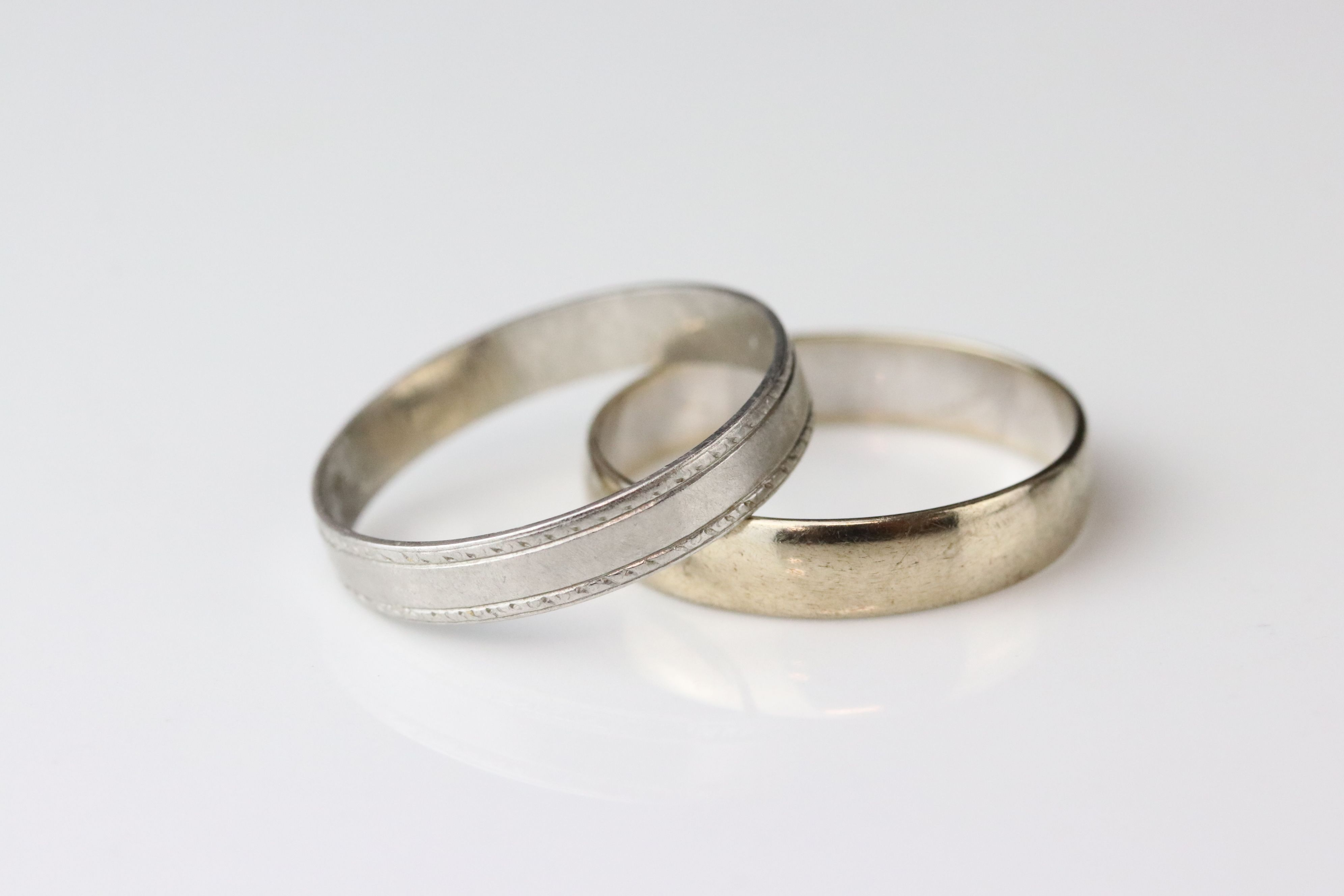 9ct white gold plain polished wedding band, width approx 4mm, ring size R (needs rhodium plating)