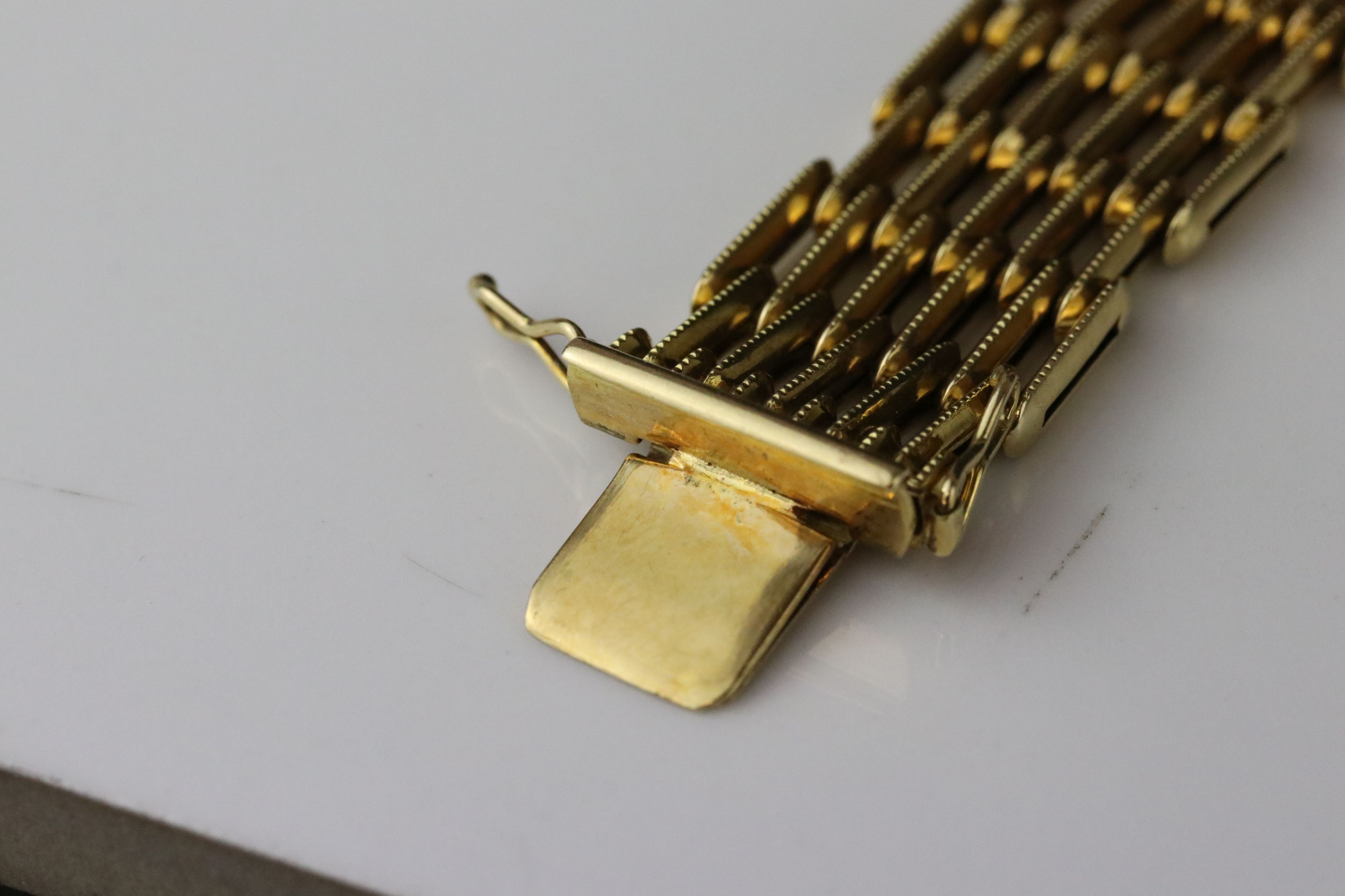 18ct yellow gold gate link style bracelet, tongue and box clasp, length approx 19cm - Image 5 of 5