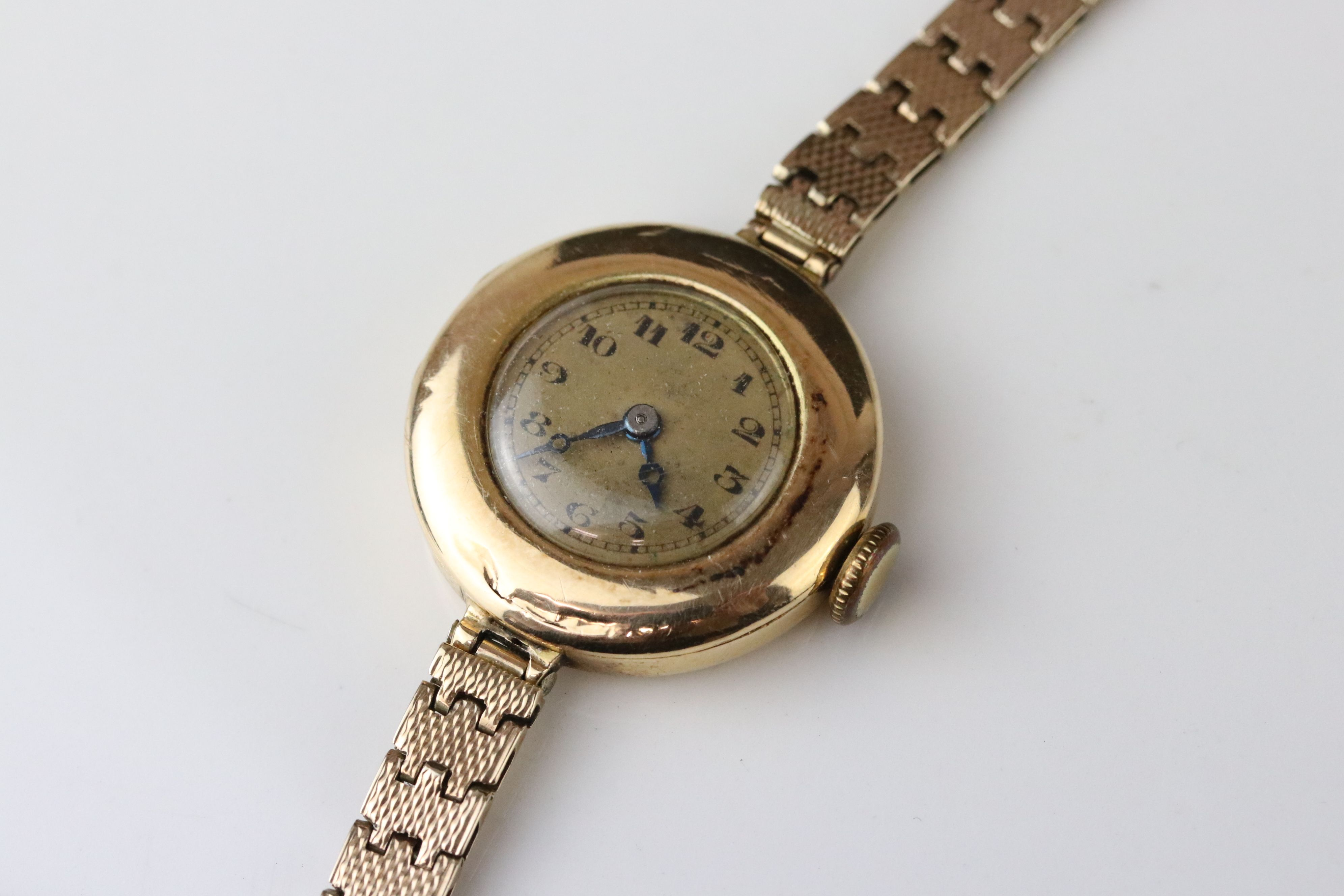 Early 20th century 9ct gold cased wristwatch, gold-coloured dial, black Arabic numerals and poker - Image 2 of 4