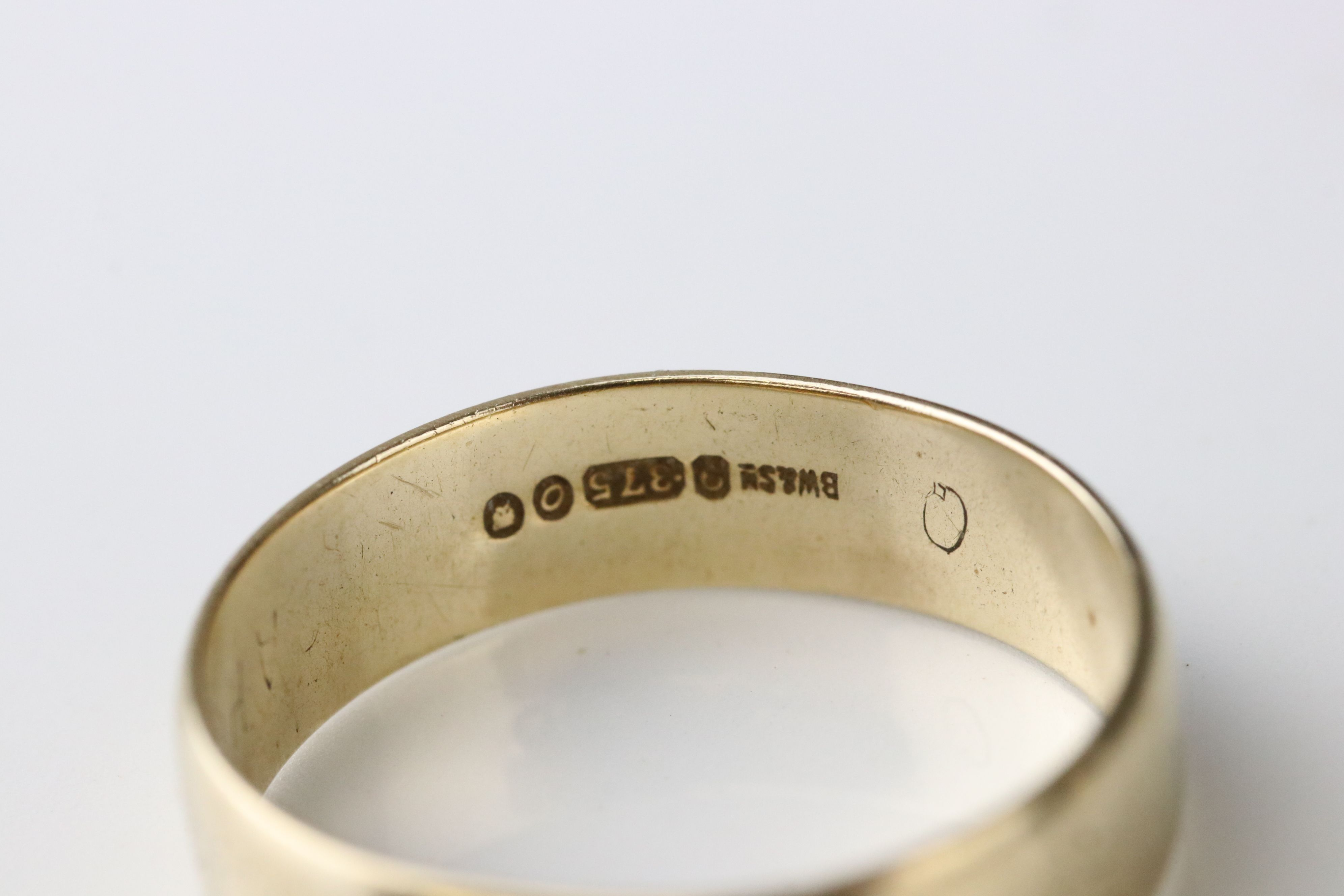 9ct yellow gold wedding band, width approx 2mm, ring size M½, together with a 9ct yellow gold - Image 3 of 5