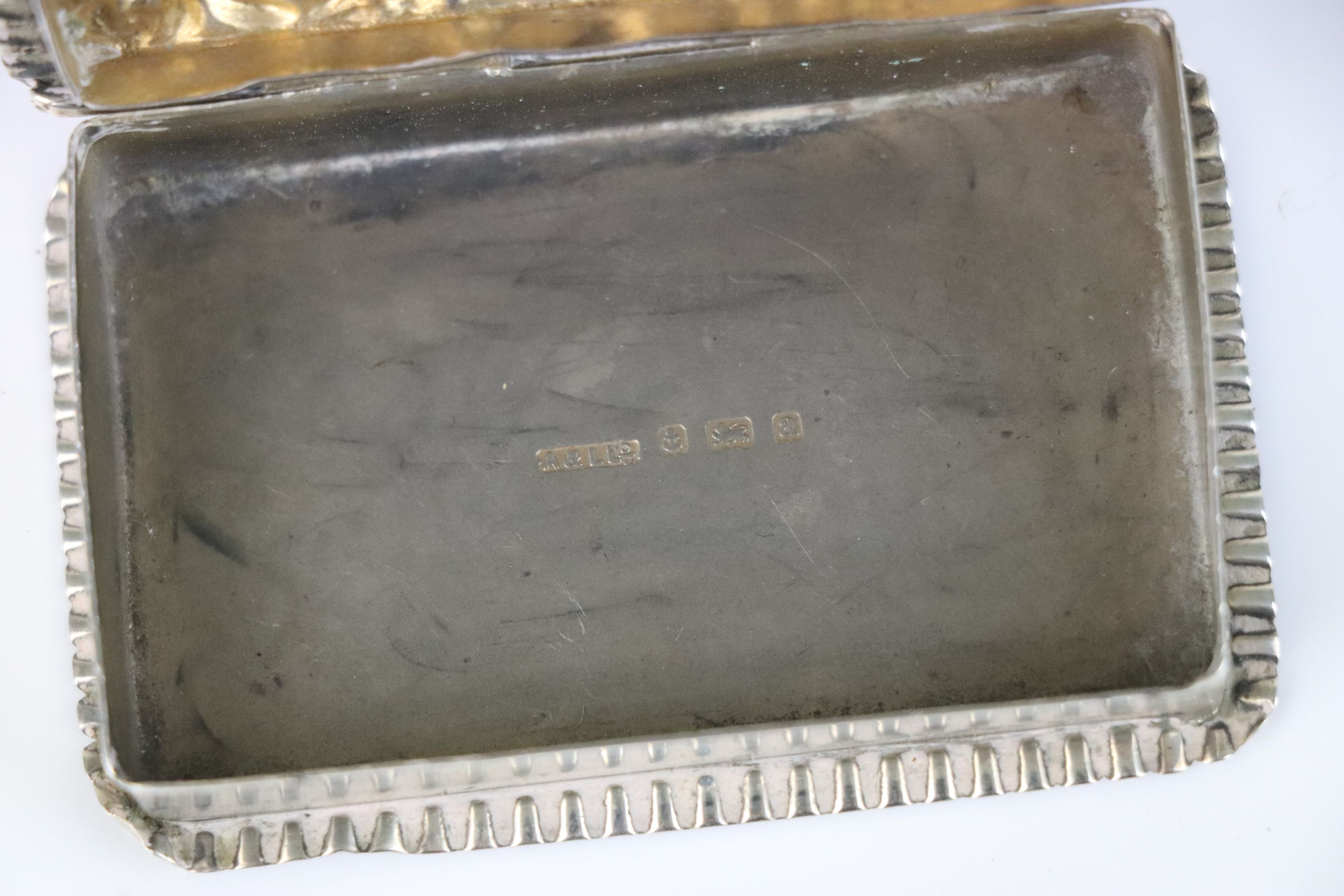 A fully hallmarked sterling silver snuff box, maker marked for Adie & Lovekin Ltd, assay marked - Image 5 of 6