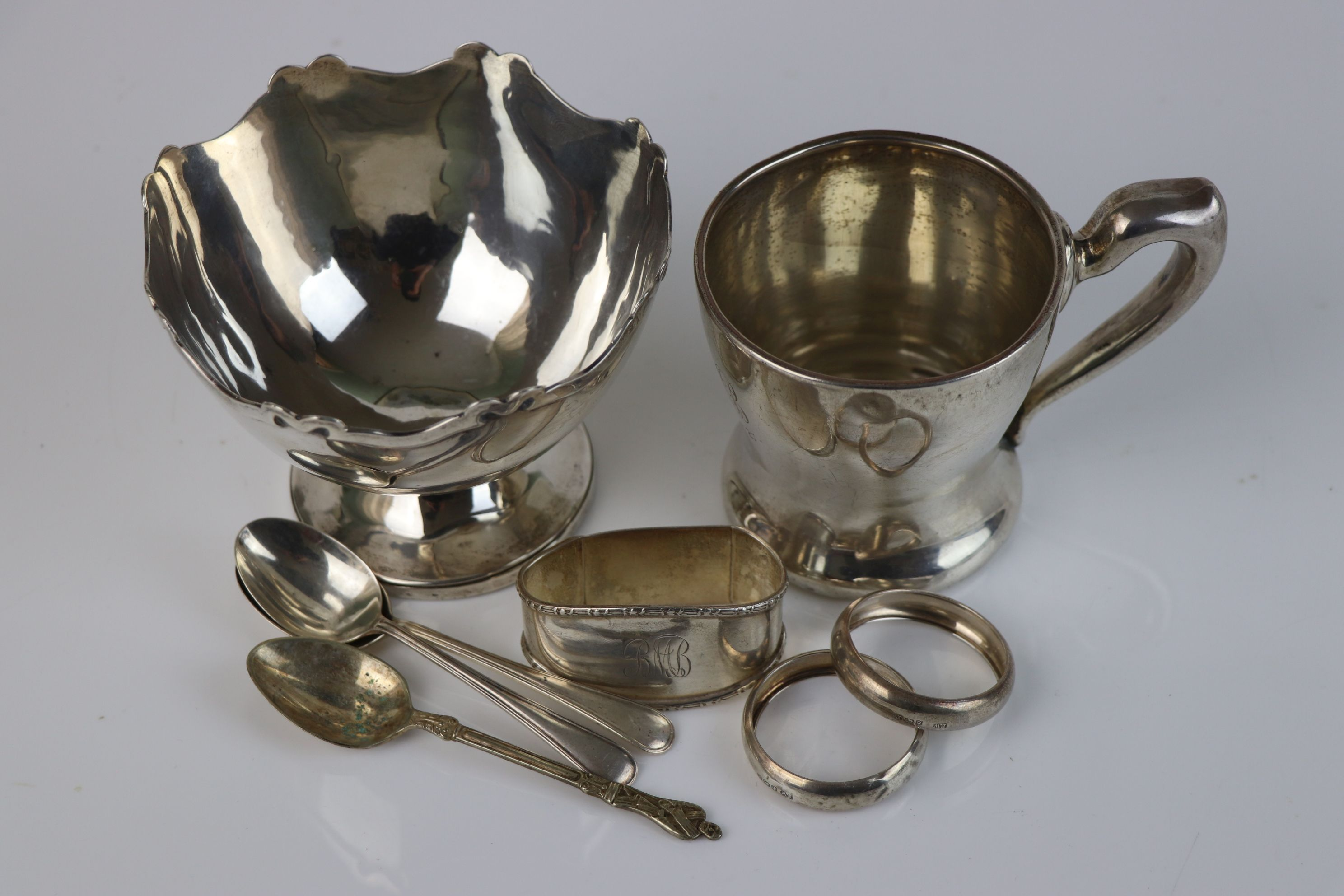A collection of fully hallmarked sterling silver to include sugar bowl, cup, napkin rings and - Image 6 of 6