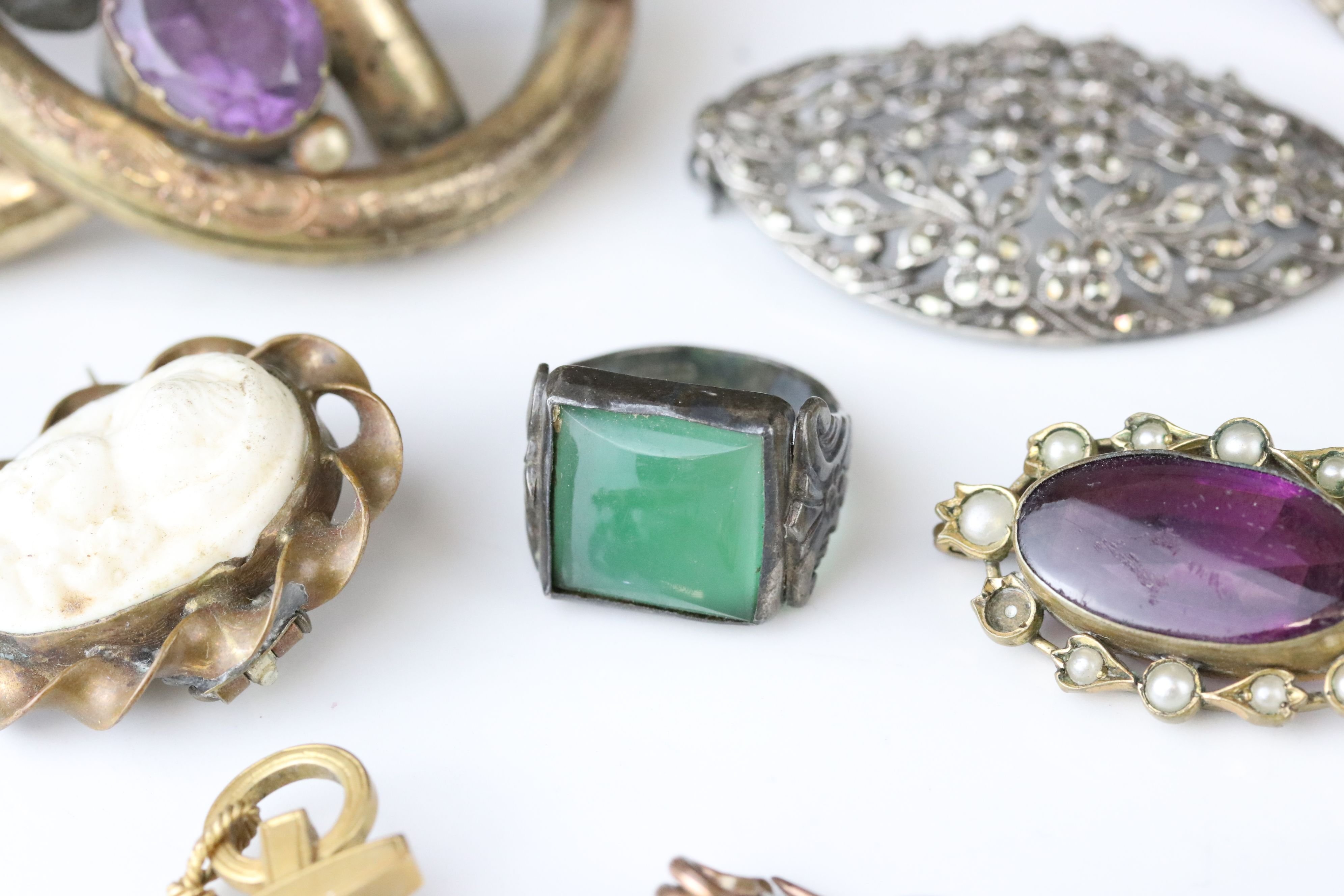 Collection of Victorian and later costume jewellery to include large knot brooch; three stone - Image 6 of 13