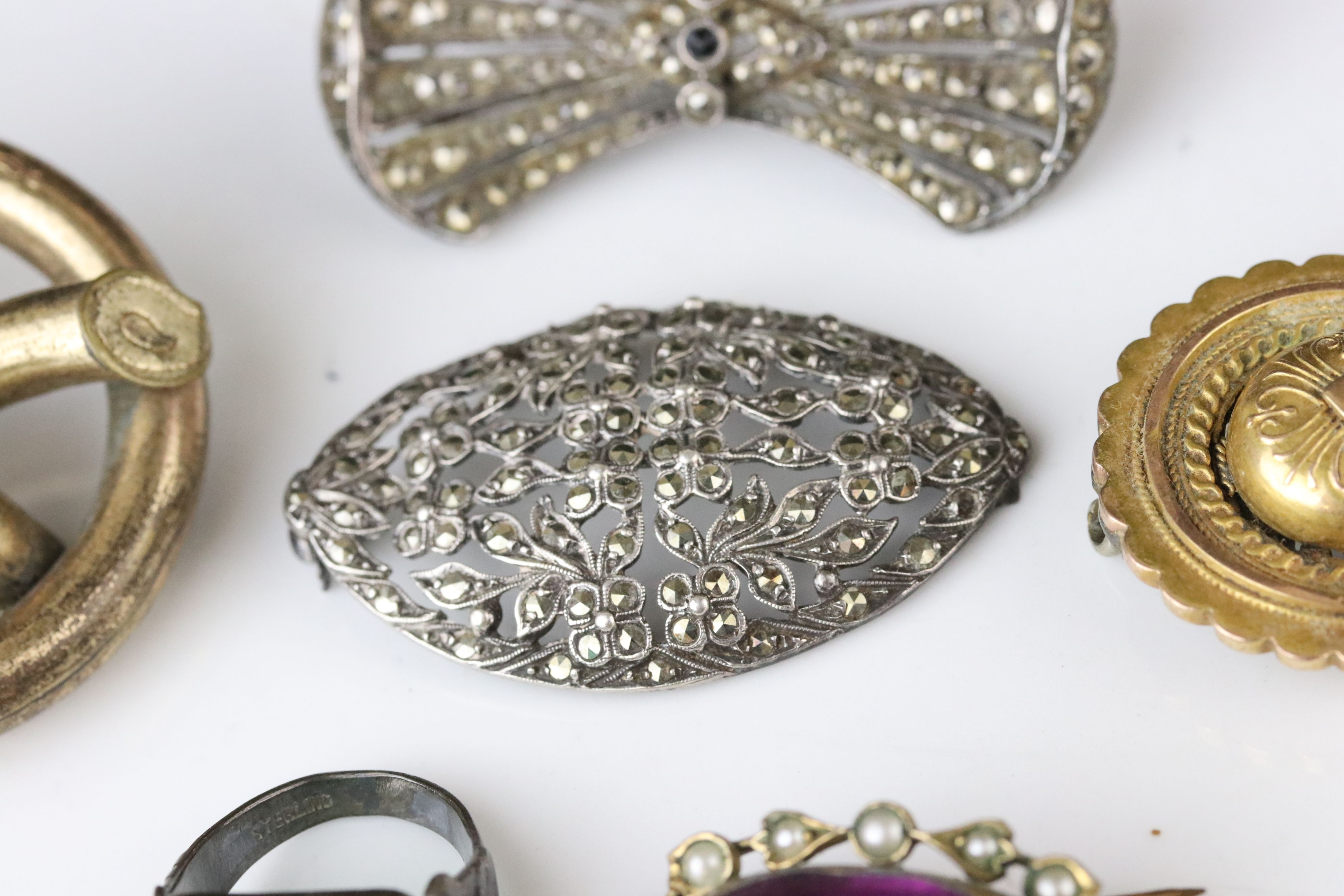 Collection of Victorian and later costume jewellery to include large knot brooch; three stone - Image 10 of 13