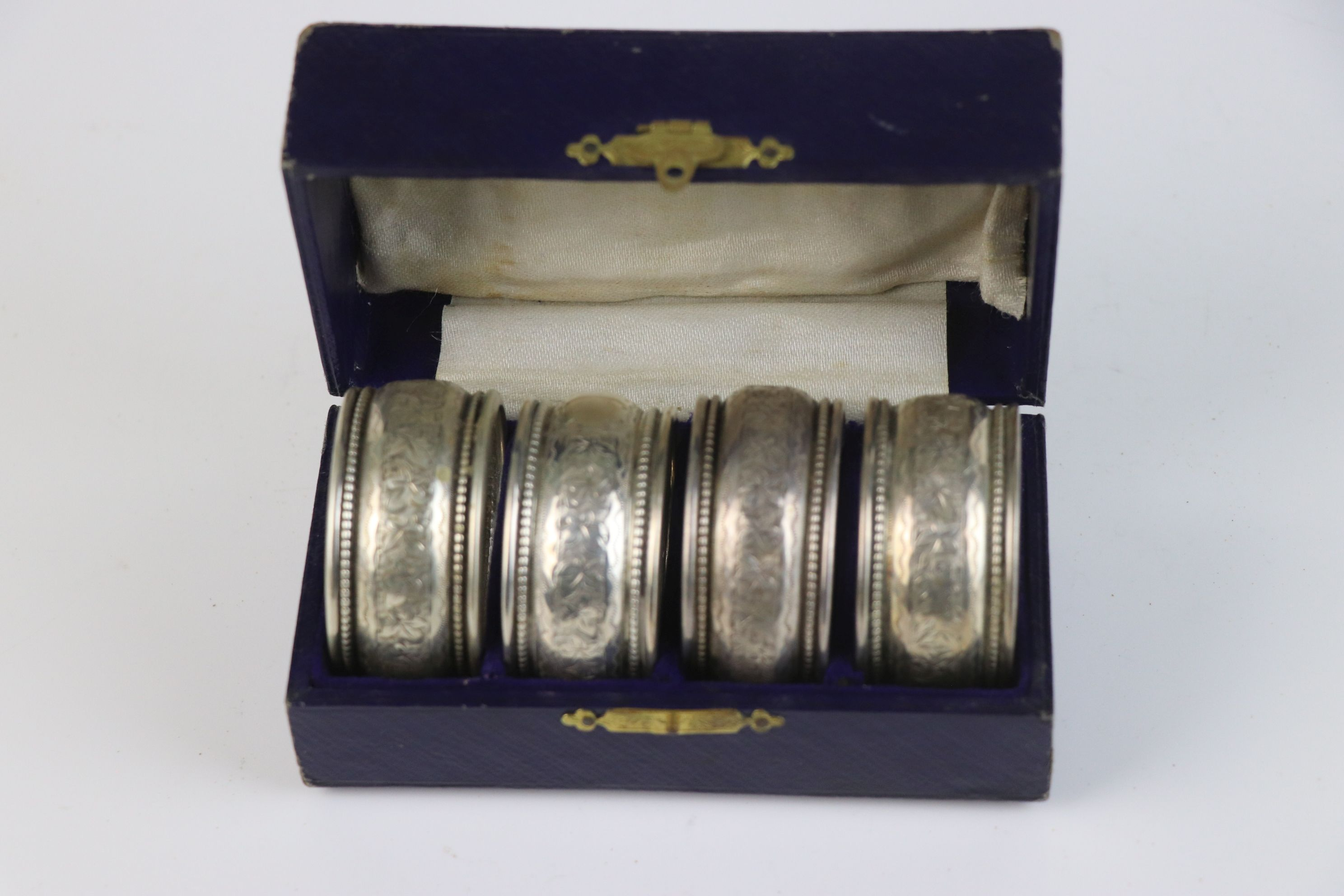 A fully hallmarked sterling silver cased set of four napkin rings, maker marked for William - Image 2 of 5