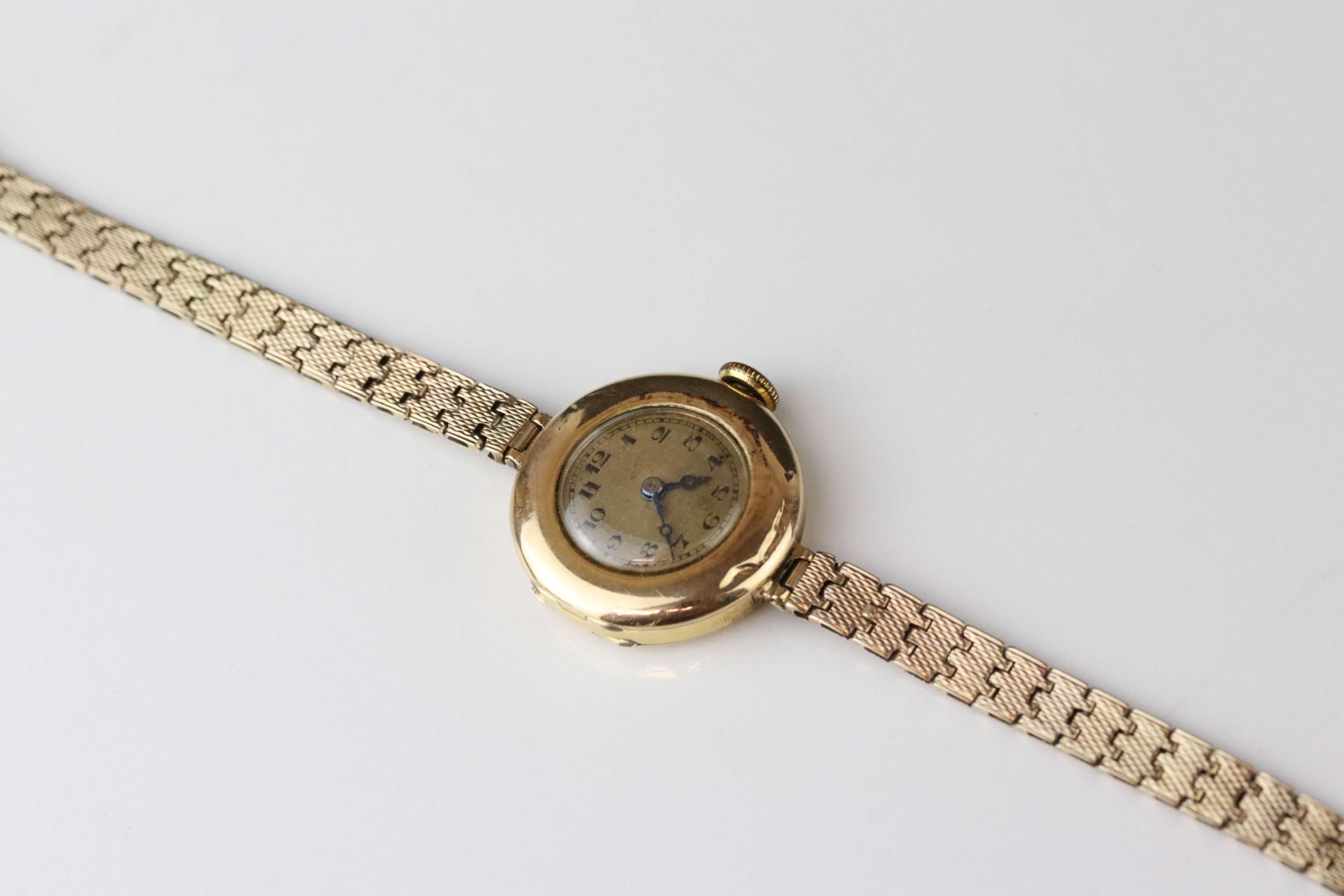 Early 20th century 9ct gold cased wristwatch, gold-coloured dial, black Arabic numerals and poker