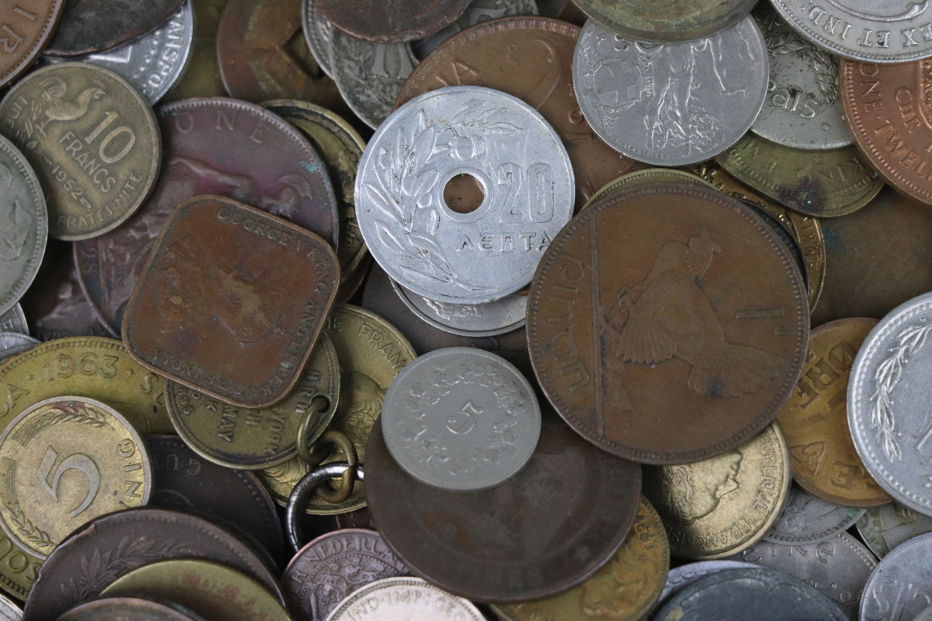 A collection of mixed 19th and 20th century British and world coins. - Image 7 of 7