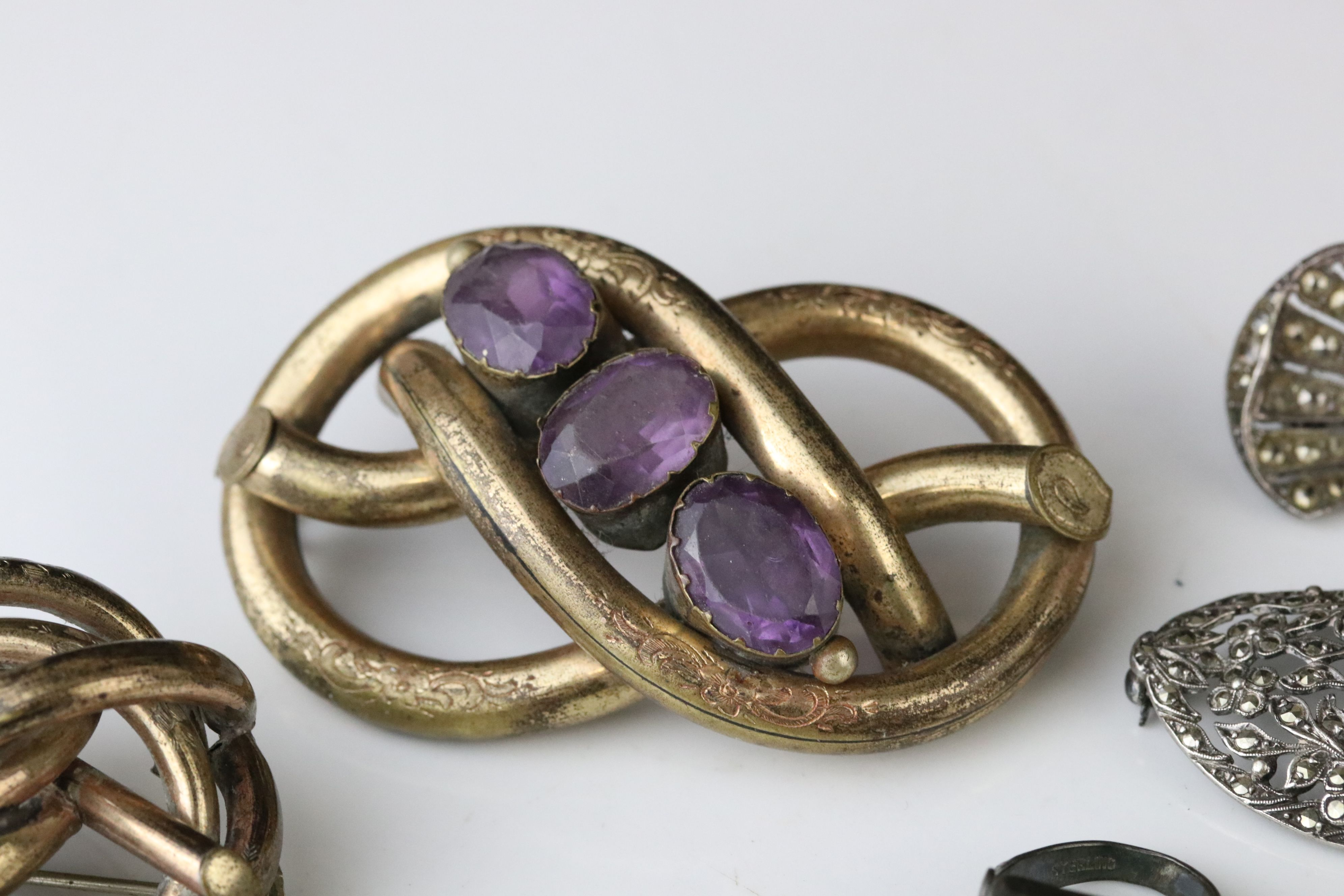 Collection of Victorian and later costume jewellery to include large knot brooch; three stone - Image 13 of 13