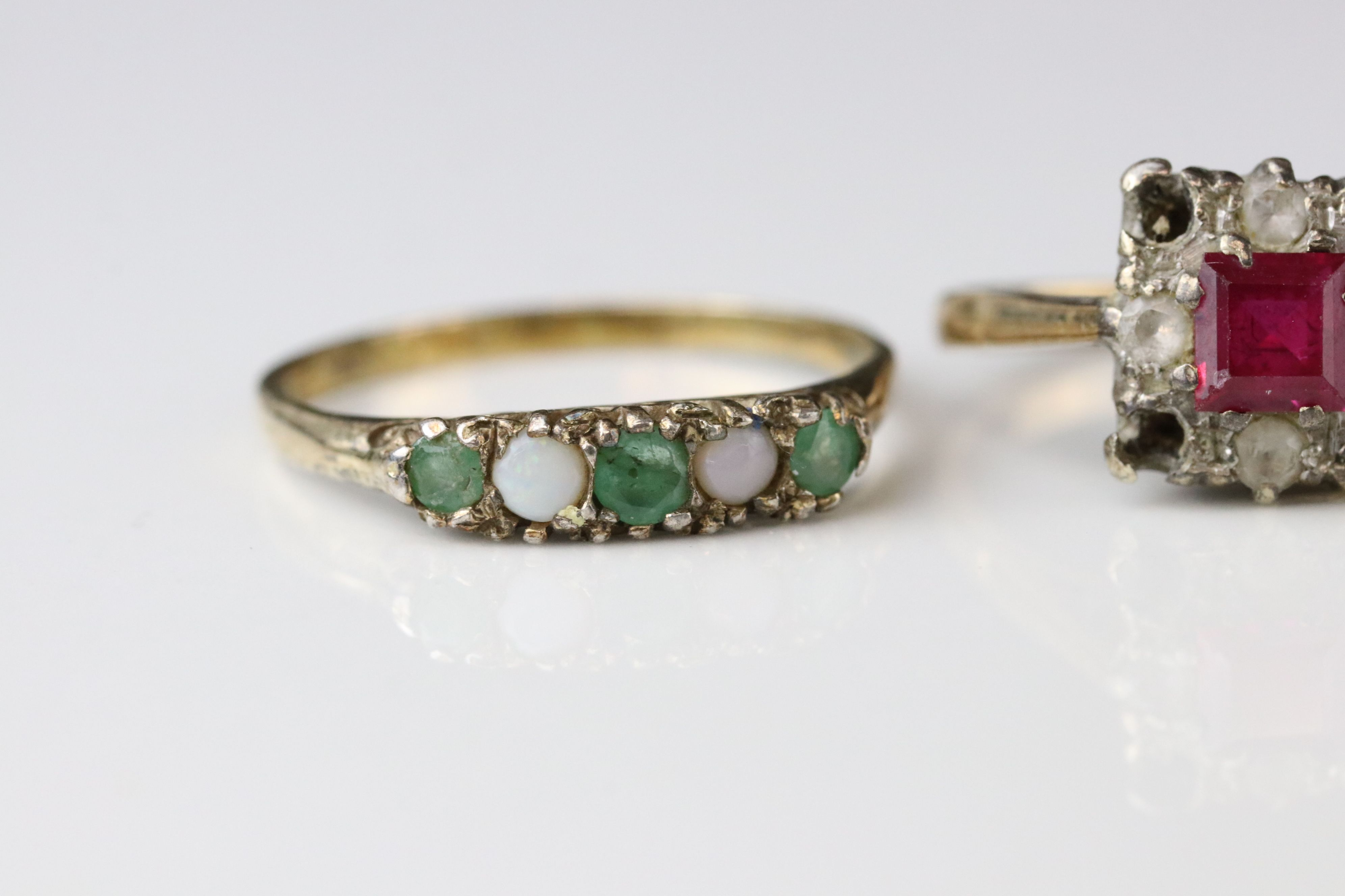 Two 9ct gold dress rings (one af) together with a 9ct gold mount (stone missing) (3) - Image 2 of 5