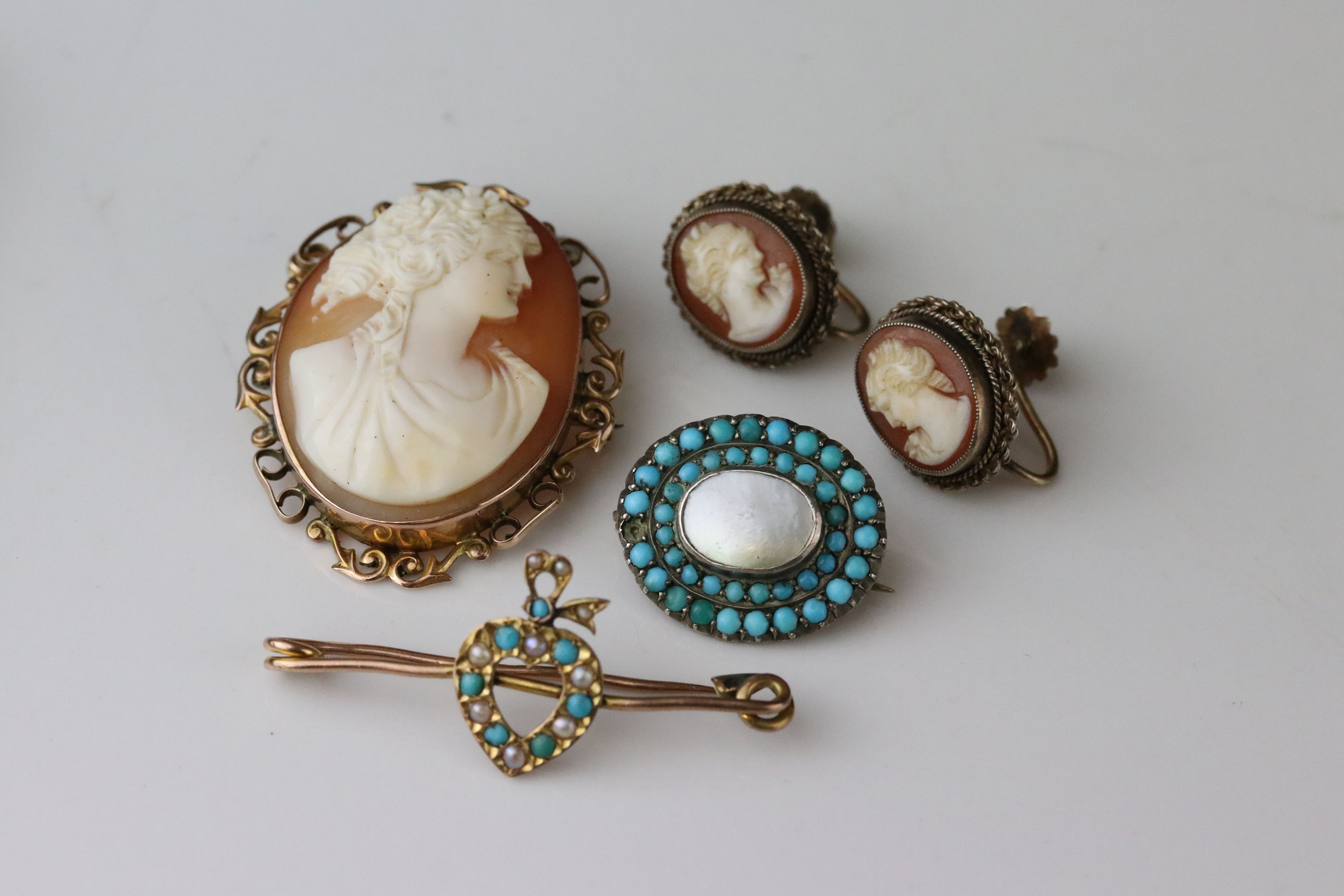 Late Victorian turquoise and seed pearl 9ct yellow gold sweetheart brooch, the central heart motif