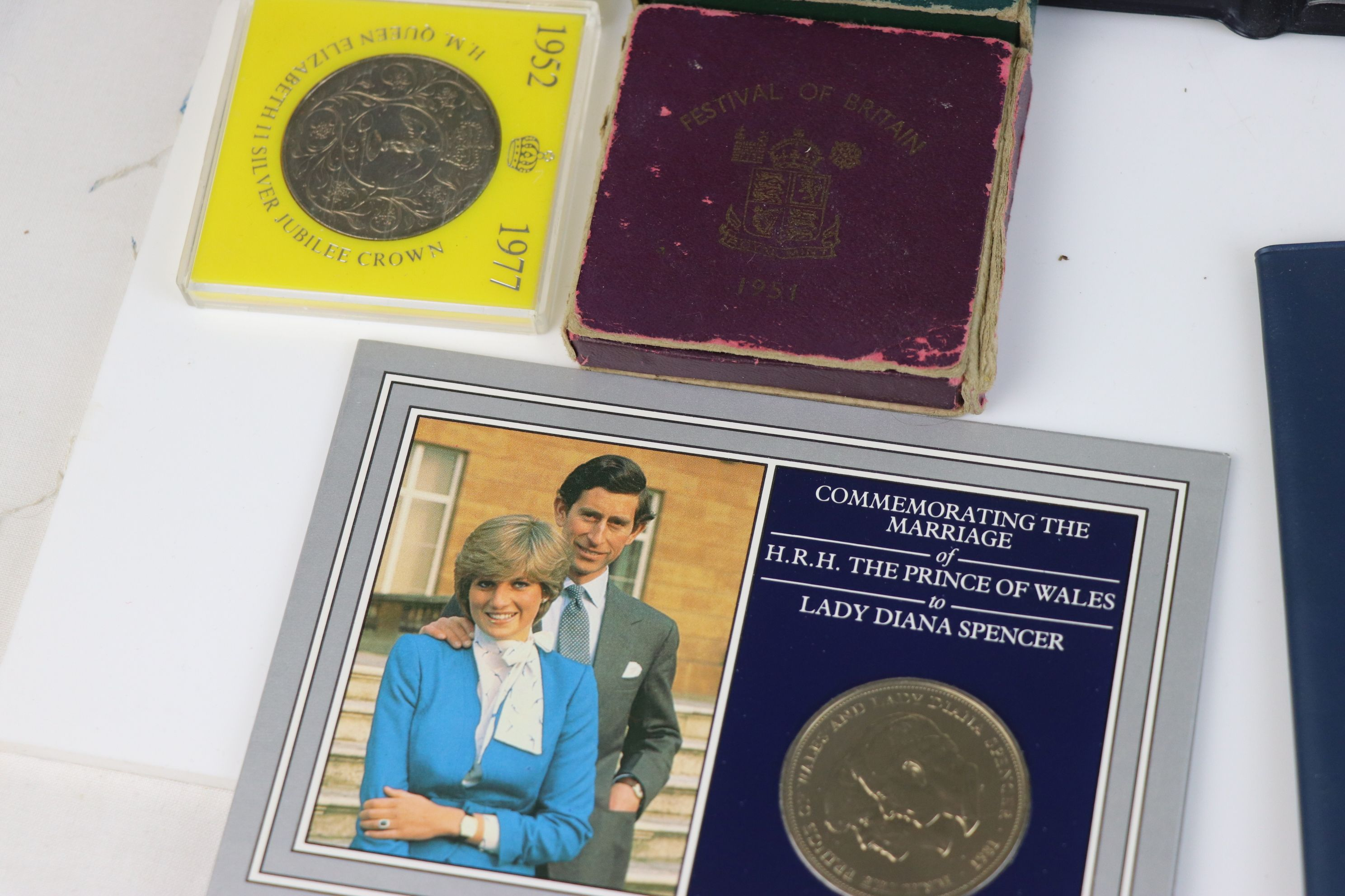 A collection of mainly British coins to include a cased 1953 Royal Mint 1953 coin set, a 1970 - Image 6 of 9