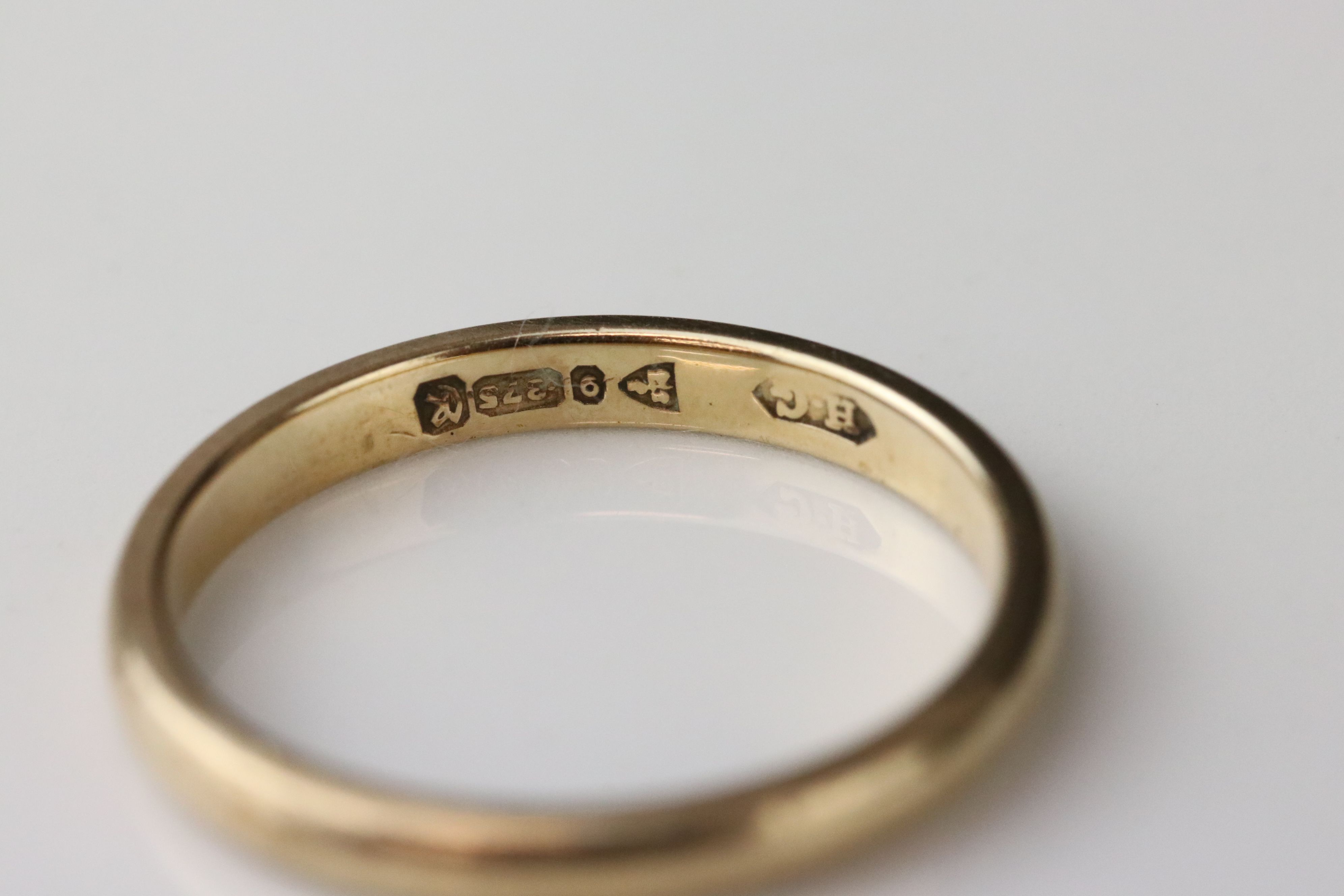 9ct yellow gold wedding band, width approx 2mm, ring size M½, together with a 9ct yellow gold - Image 5 of 5
