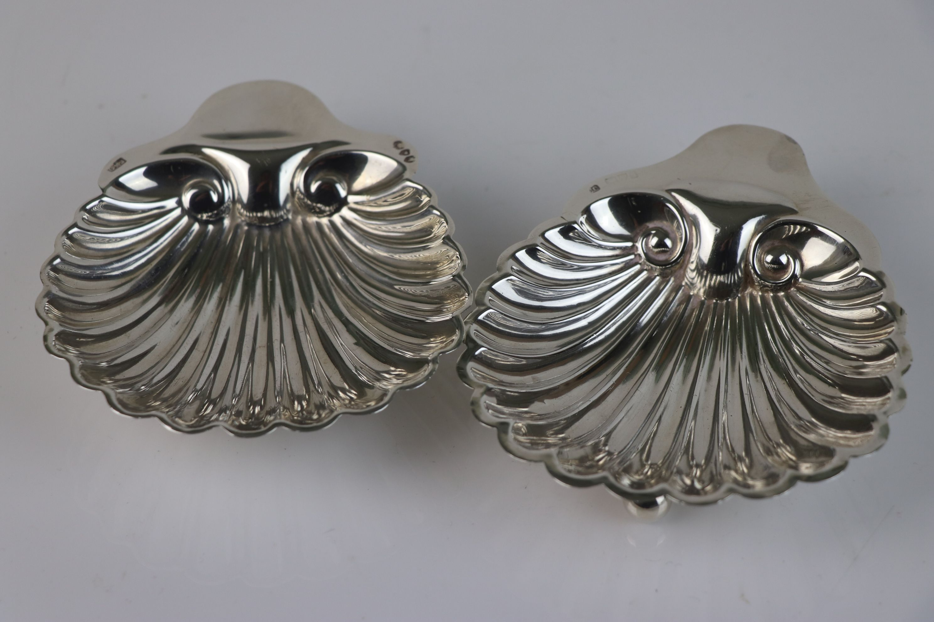 A pair of fully hallmarked sterling silver scalloped butter dishes, maker marked for Josiah Williams - Image 3 of 5