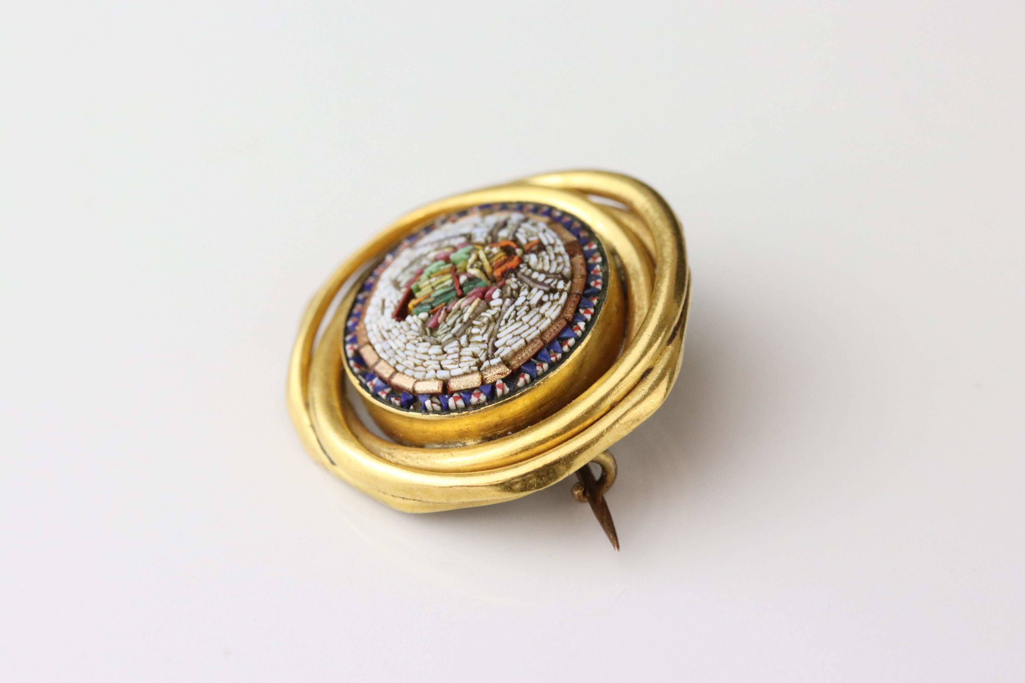 Victorian style micro-mosaic brooch depicting a fly, interwoven yellow metal surround, hinged pin - Image 3 of 4