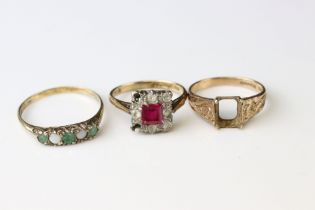 Two 9ct gold dress rings (one af) together with a 9ct gold mount (stone missing) (3)