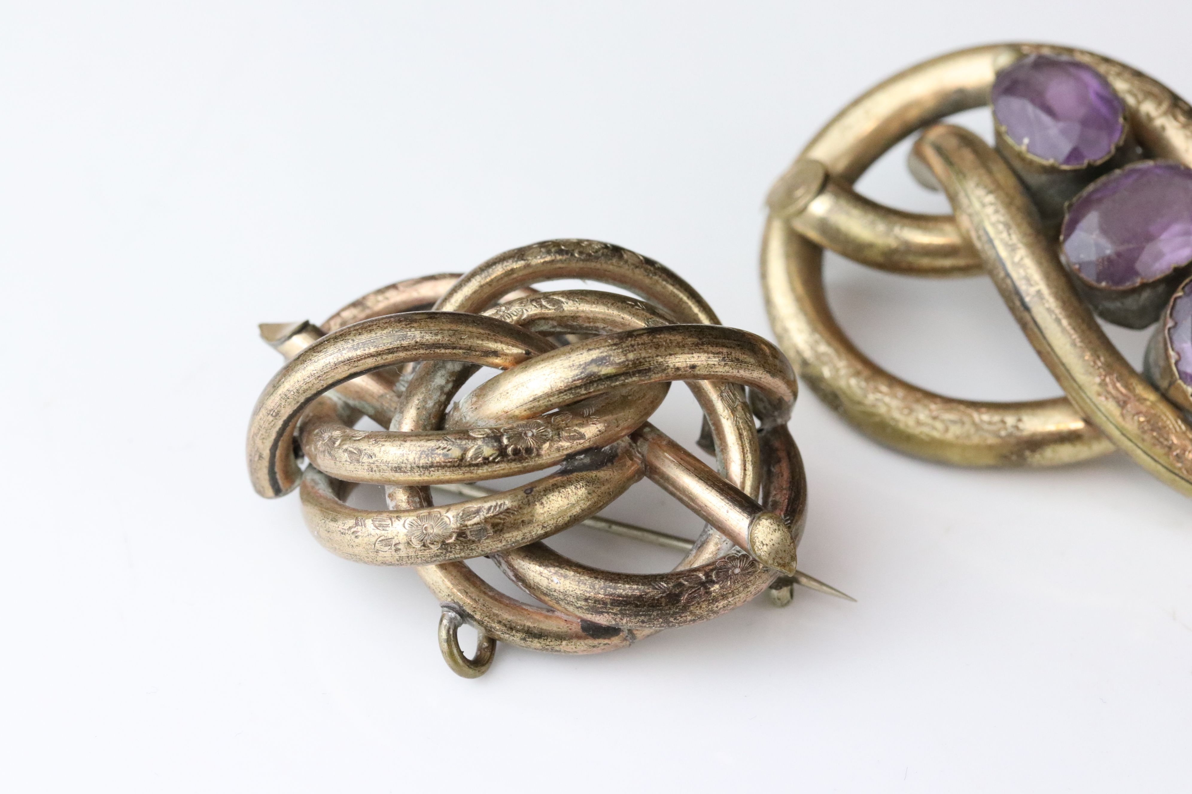 Collection of Victorian and later costume jewellery to include large knot brooch; three stone - Image 12 of 13