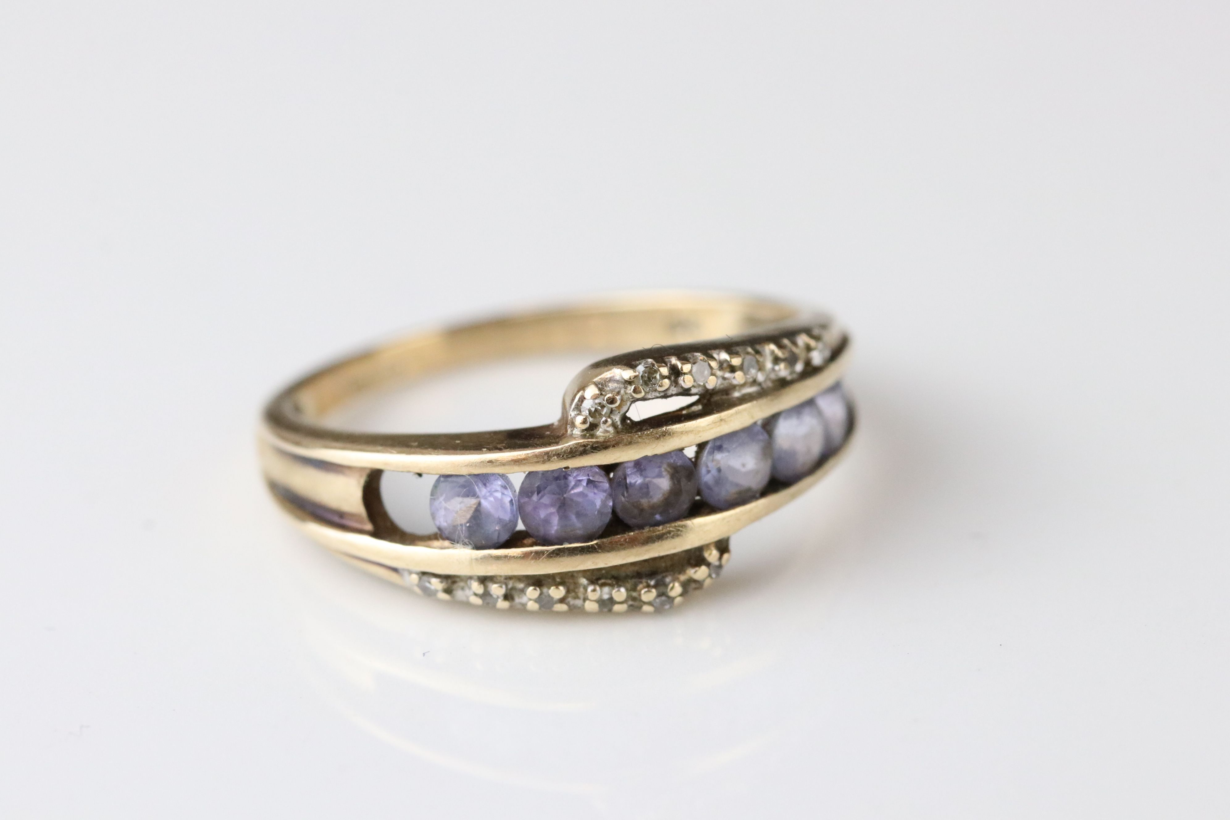 Three gem set 9ct yellow gold dress rings, all with gemstones missing - Image 5 of 6
