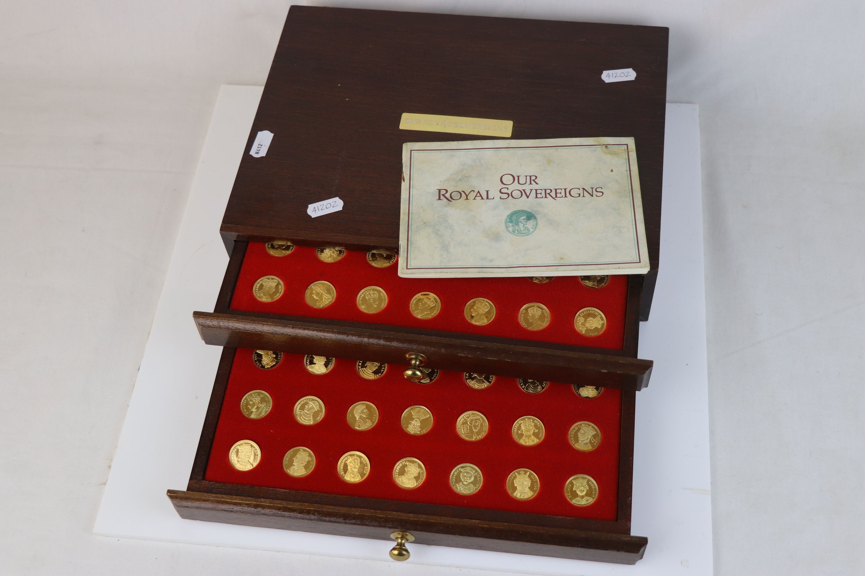 """A """"Our Royal Sovereigns"""" collection of seventy medals portraying the complete line of monarchs - Image 2 of 6"""