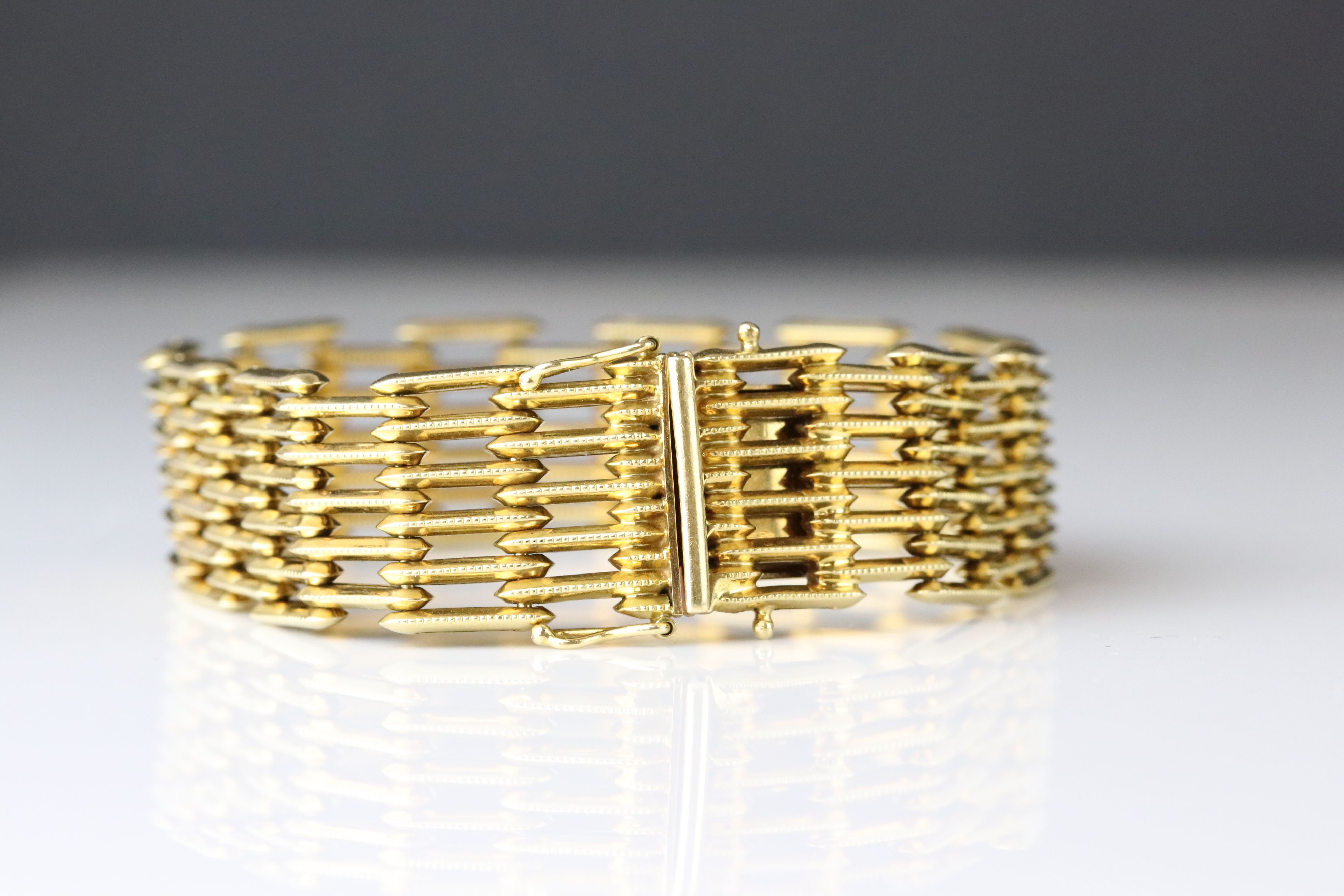 18ct yellow gold gate link style bracelet, tongue and box clasp, length approx 19cm - Image 2 of 5