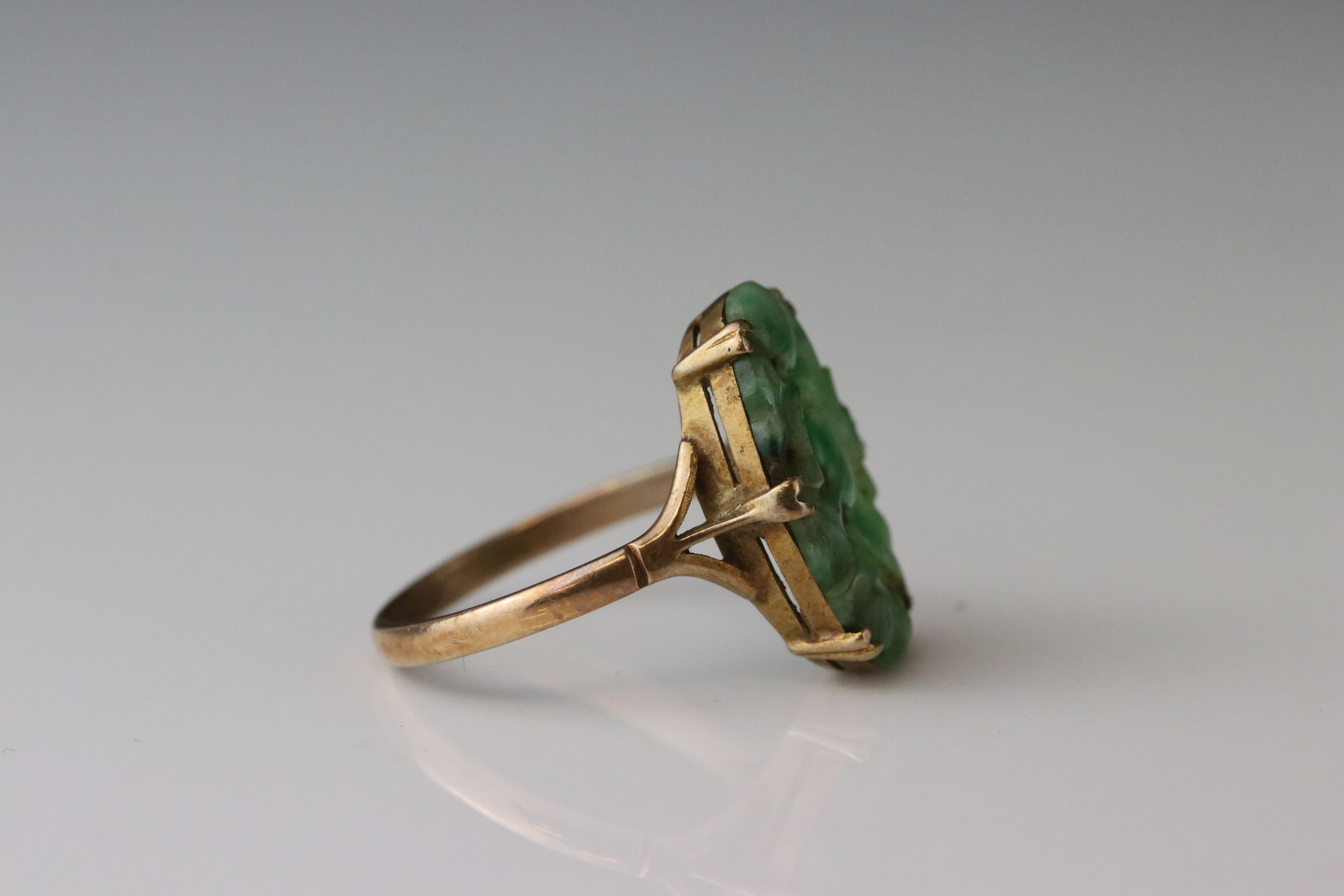 Carved jade 9ct yellow gold ring, the oval pierced carved jade measuring approx 18mm x 11.5mm, - Image 4 of 5