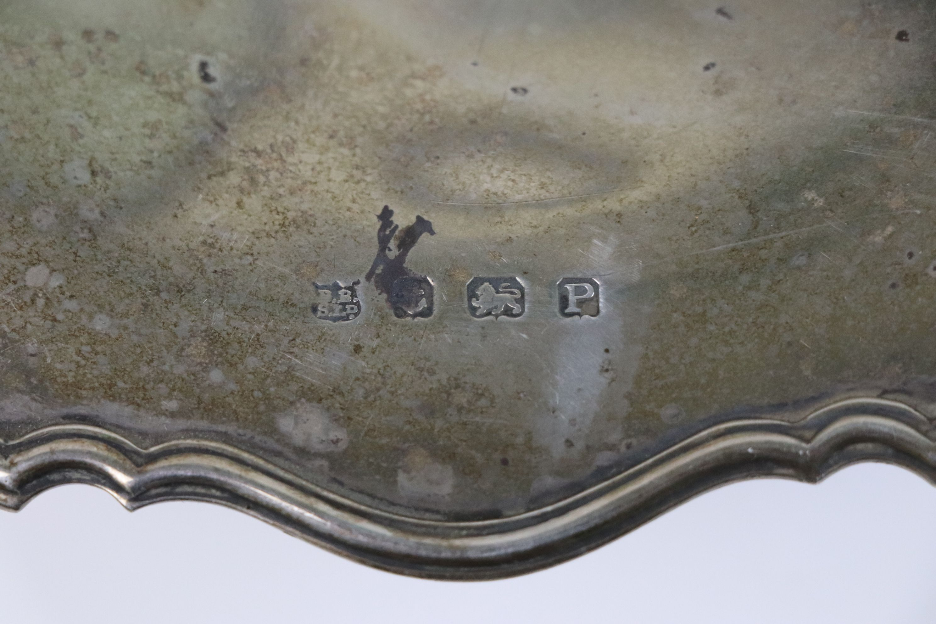 Silver pedestal dish, engraved personalisation to centre, pie crust border, makers Barker Brothers - Image 5 of 5