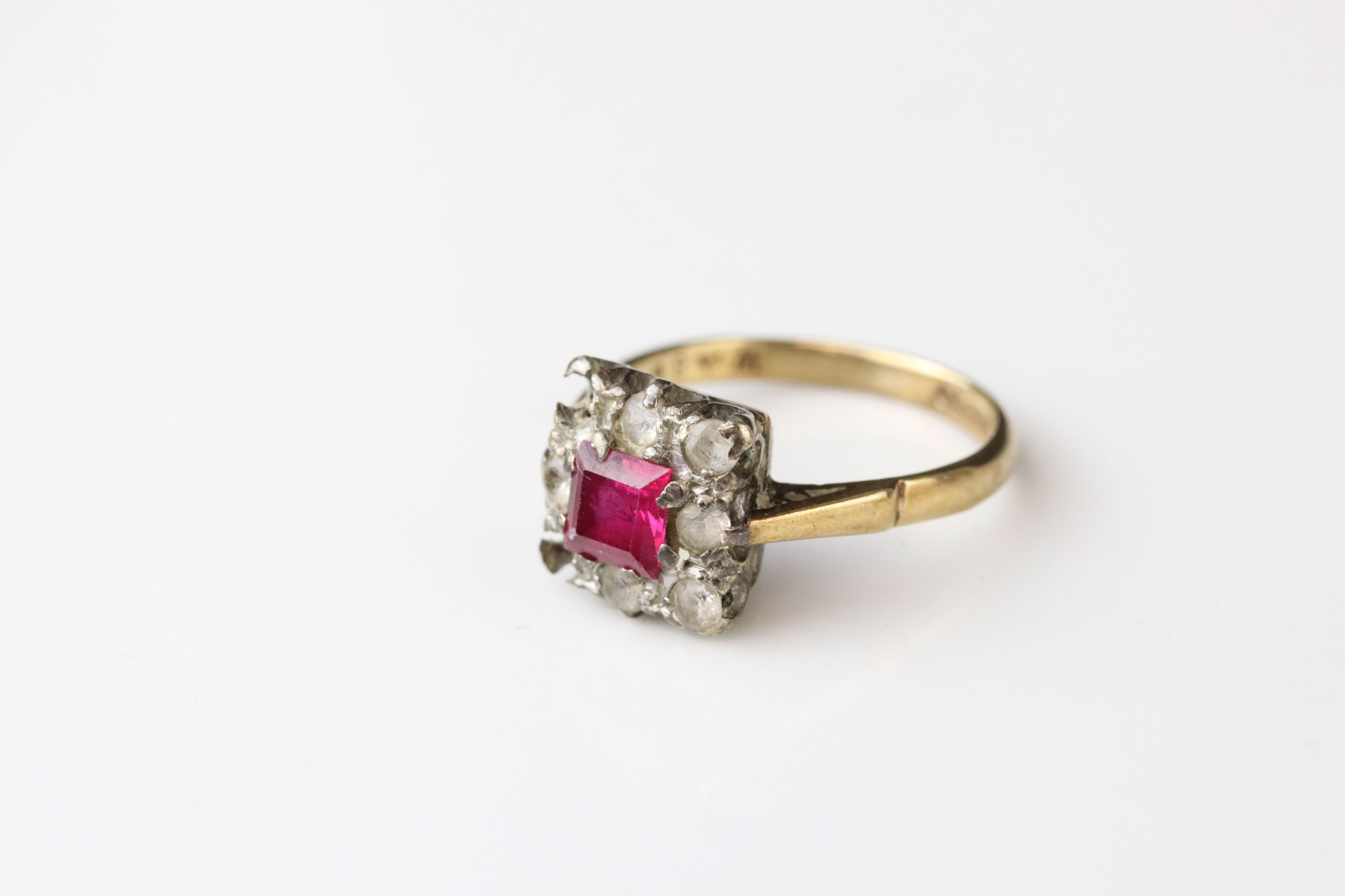 Two 9ct gold dress rings (one af) together with a 9ct gold mount (stone missing) (3) - Image 3 of 5