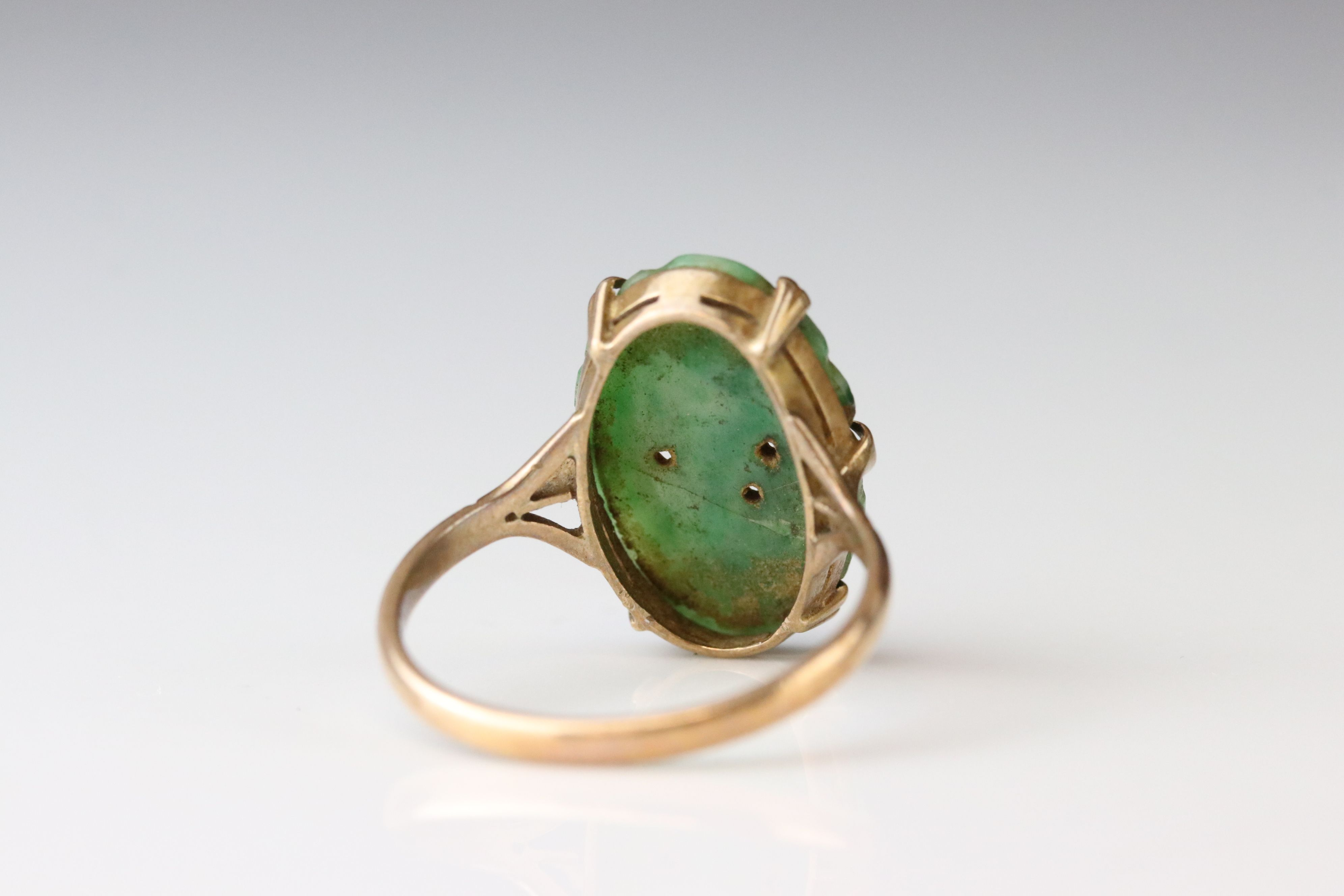 Carved jade 9ct yellow gold ring, the oval pierced carved jade measuring approx 18mm x 11.5mm, - Image 5 of 5