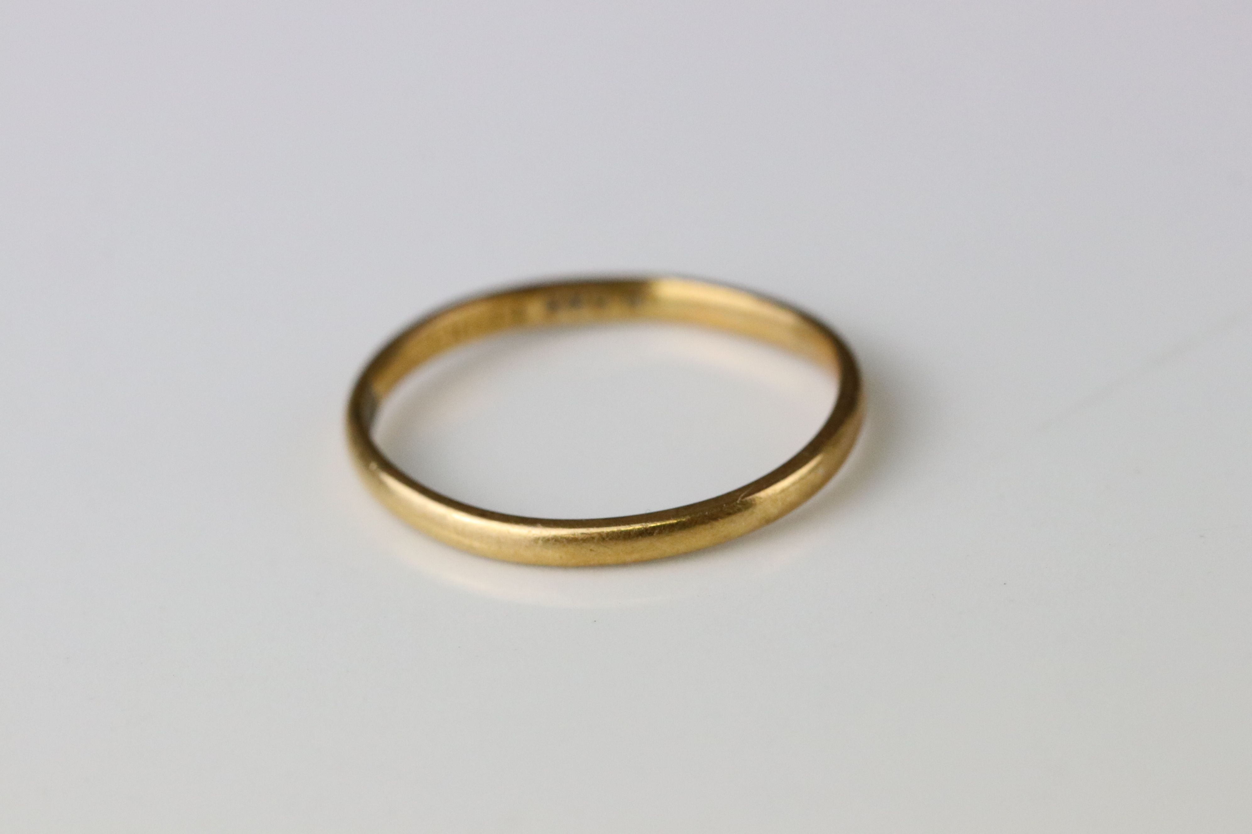 22ct yellow gold wedding band, width approx 1.5mm, ring size L - Image 3 of 3