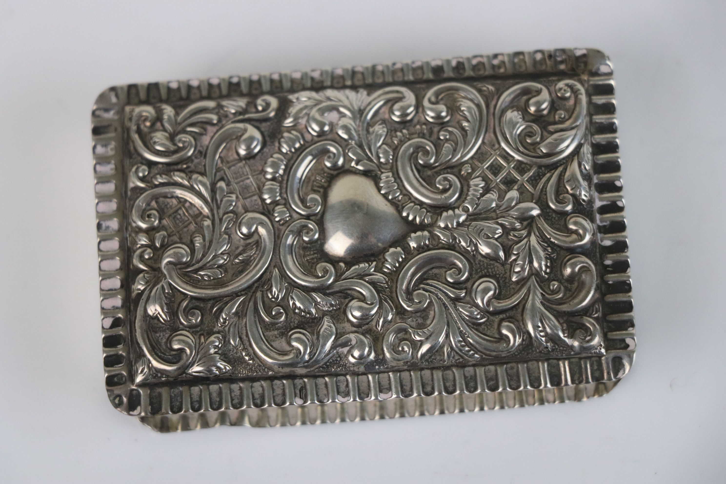 A fully hallmarked sterling silver snuff box, maker marked for Adie & Lovekin Ltd, assay marked - Image 3 of 6