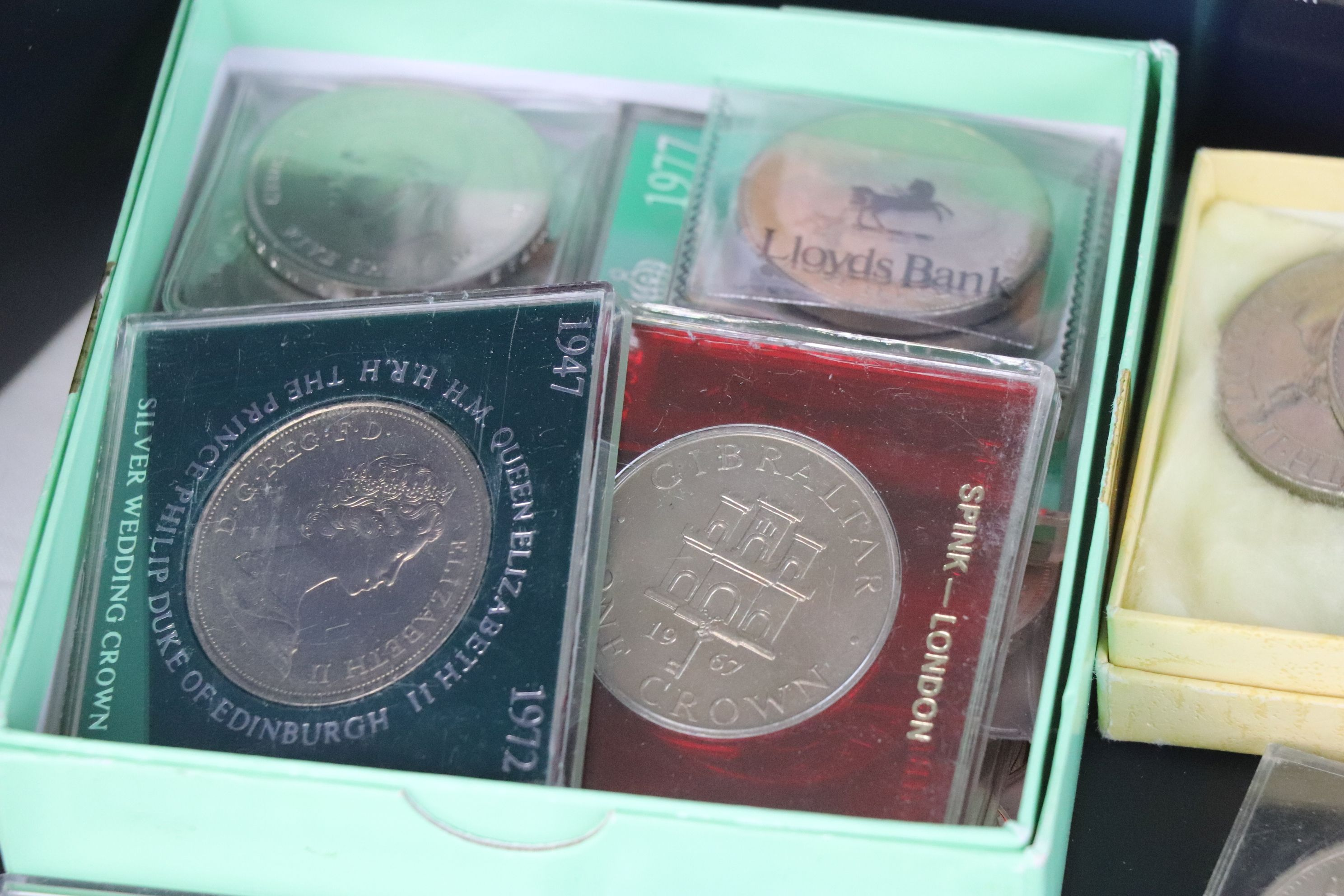 A collection of mainly British coins to include a cased 1953 Royal Mint 1953 coin set, a 1970 - Image 3 of 9