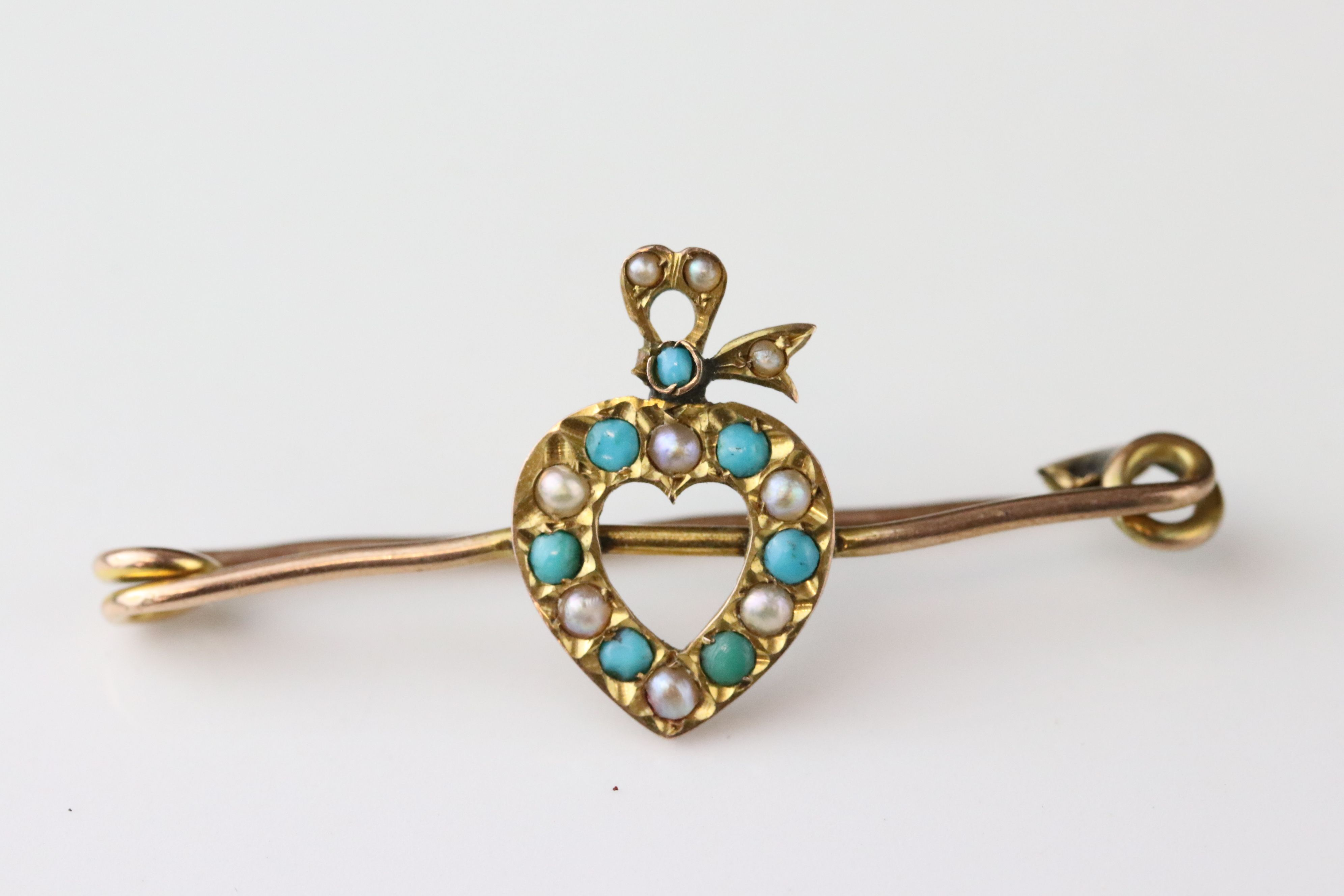 Late Victorian turquoise and seed pearl 9ct yellow gold sweetheart brooch, the central heart motif - Image 8 of 9
