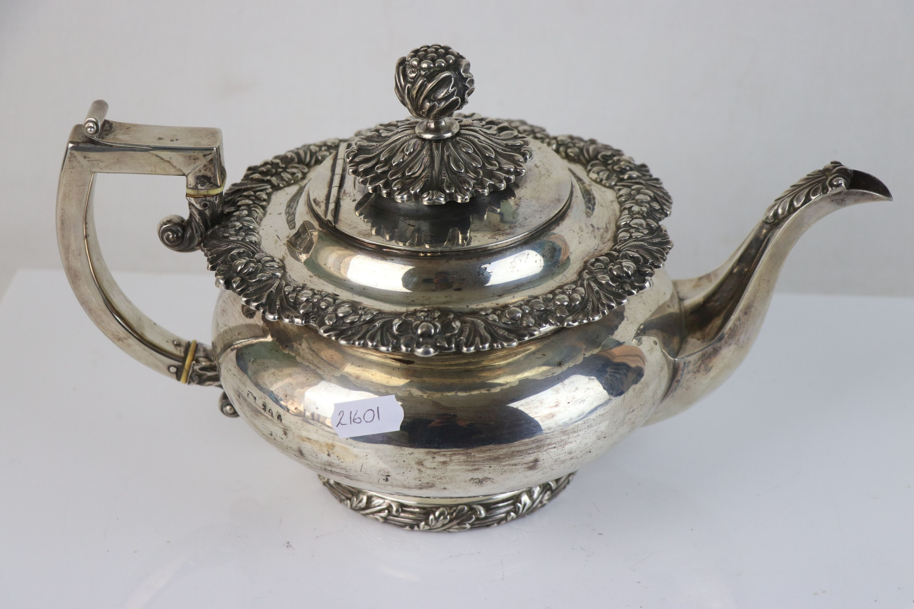 A fully hallmarked sterling silver George III teapot, maker mark rubbed and indistinct, assay marked - Image 2 of 5