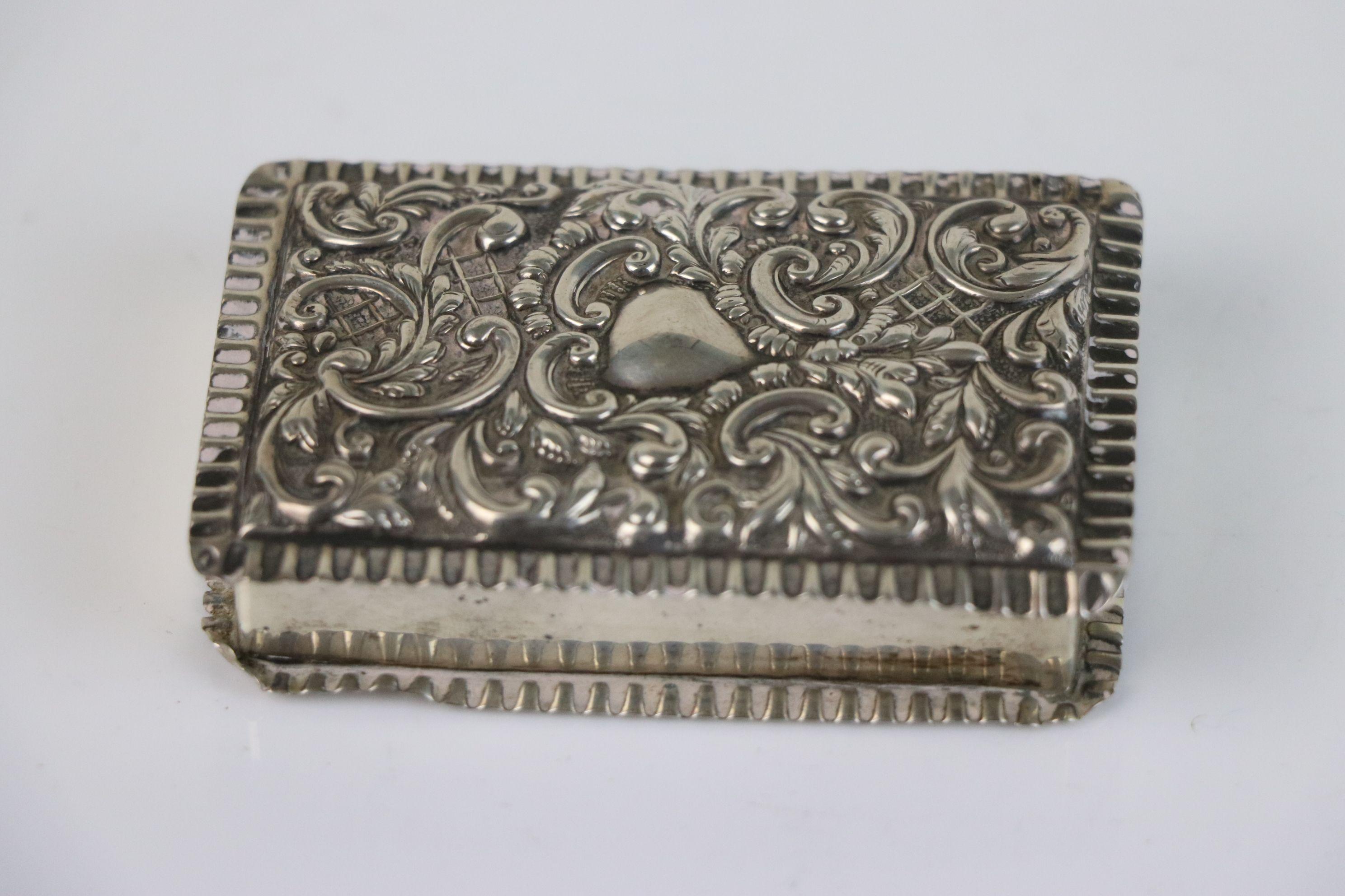 A fully hallmarked sterling silver snuff box, maker marked for Adie & Lovekin Ltd, assay marked