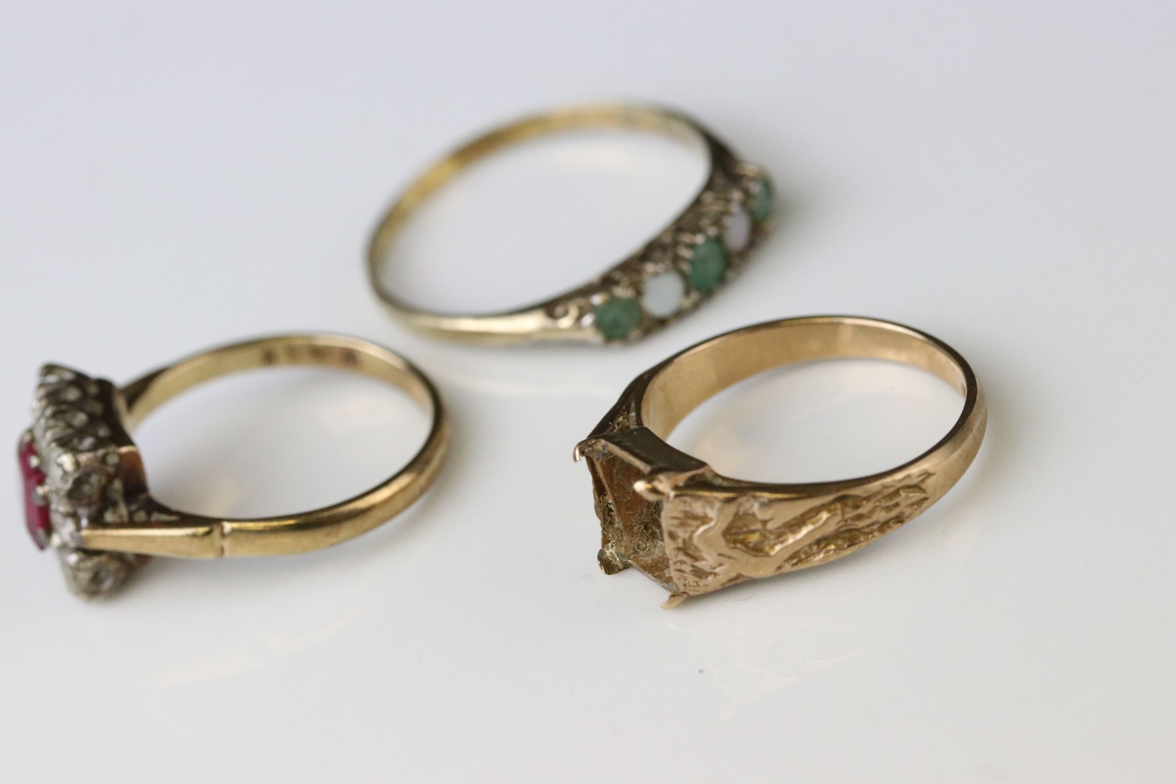 Two 9ct gold dress rings (one af) together with a 9ct gold mount (stone missing) (3) - Image 5 of 5