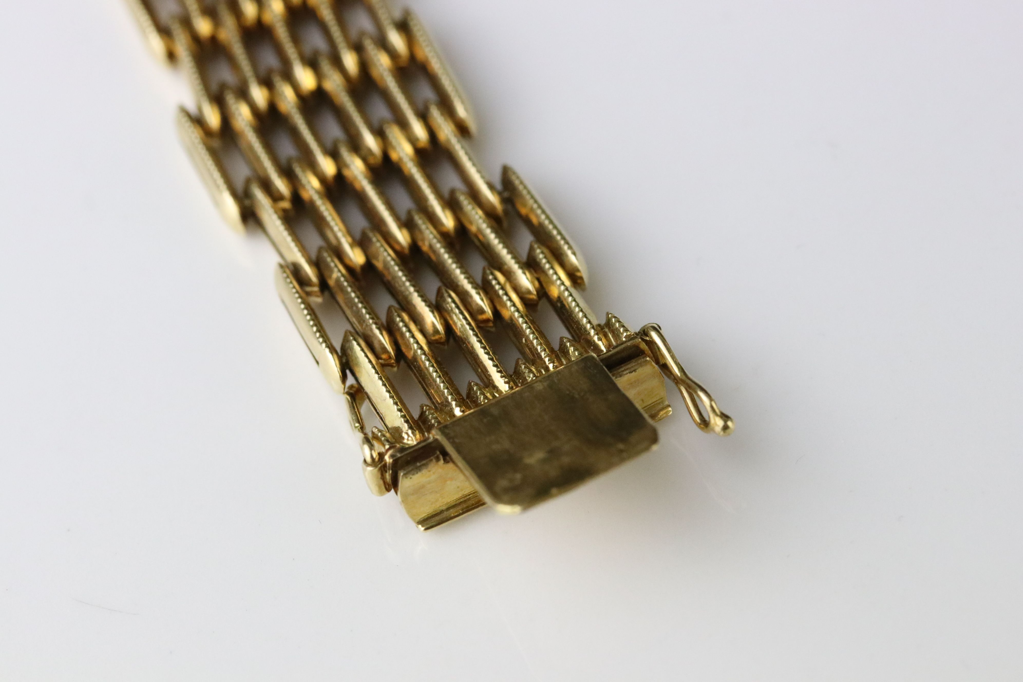 18ct yellow gold gate link style bracelet, tongue and box clasp, length approx 19cm - Image 4 of 5