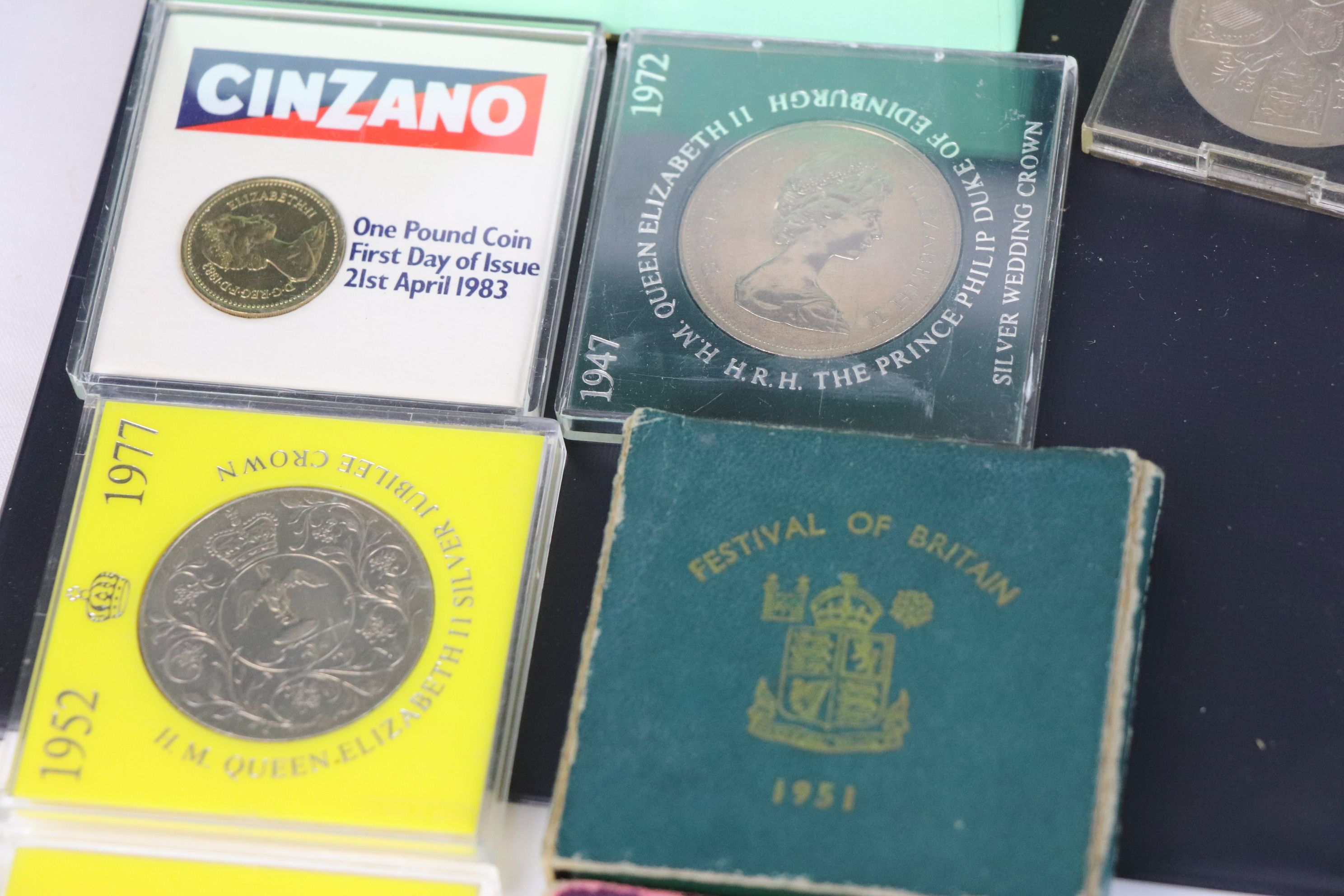 A collection of mainly British coins to include a cased 1953 Royal Mint 1953 coin set, a 1970 - Image 5 of 9