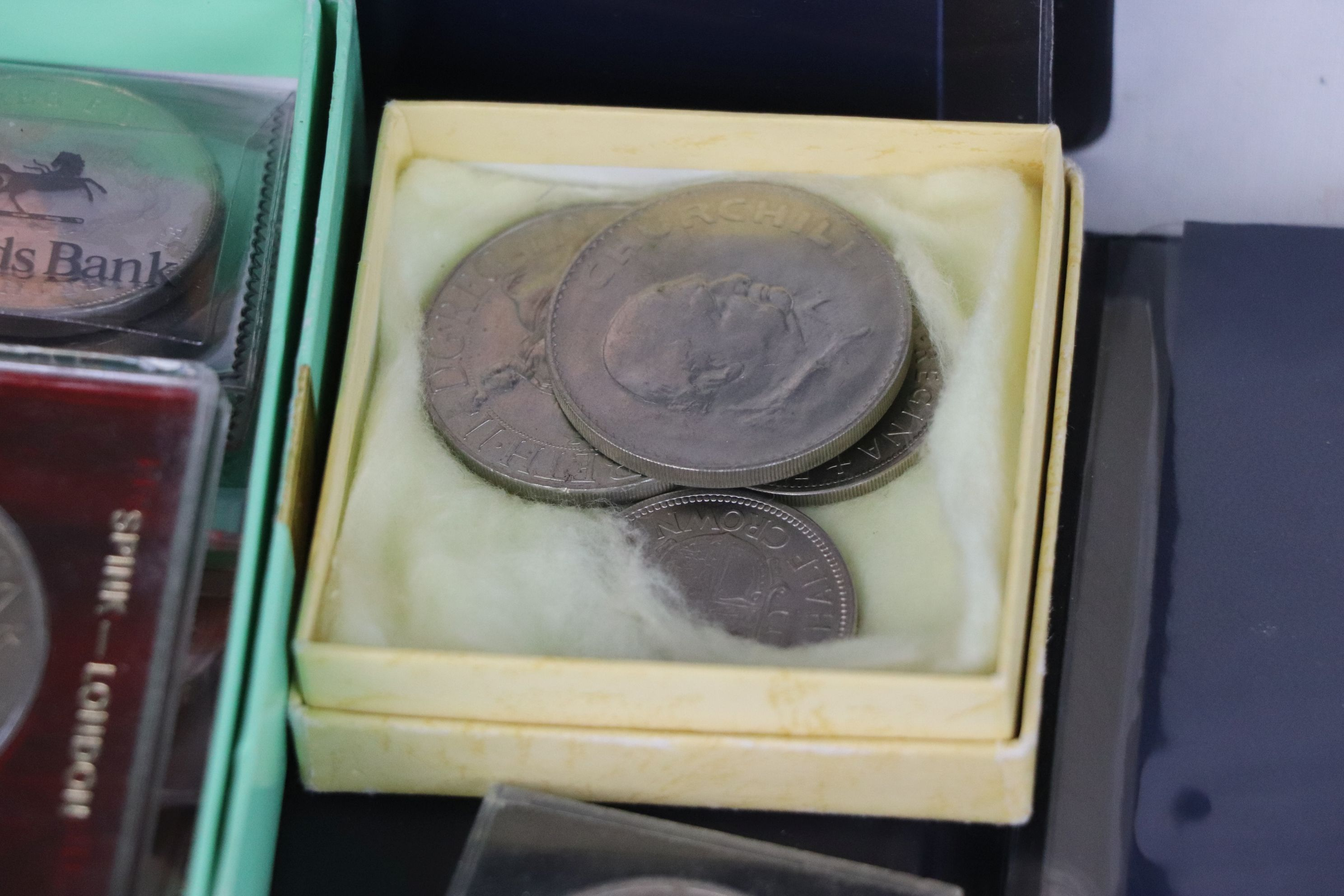 A collection of mainly British coins to include a cased 1953 Royal Mint 1953 coin set, a 1970 - Image 4 of 9
