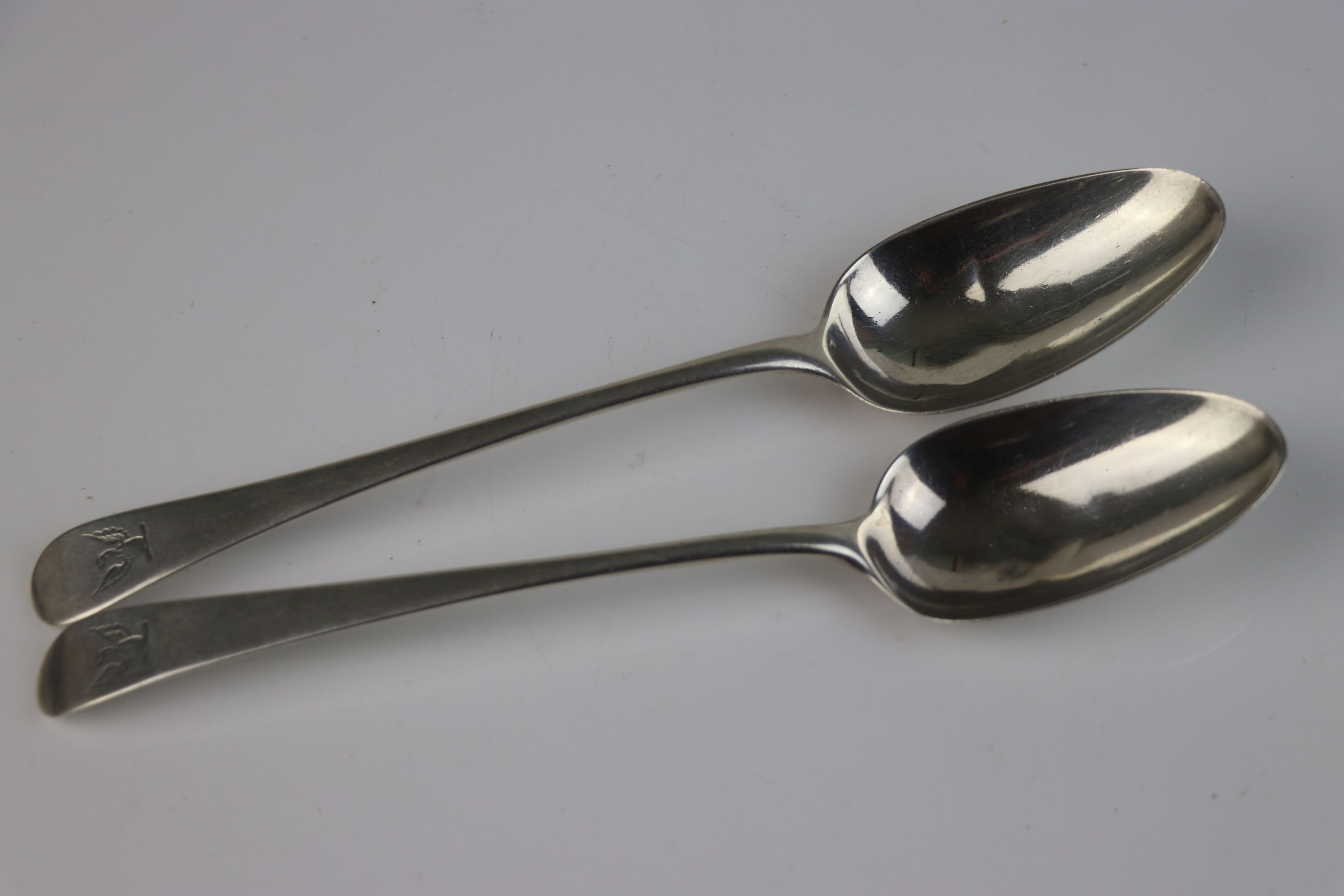 A pair of Georgian fully hallmarked sterling silver dessert spoons, maker marked for Richard - Image 3 of 5
