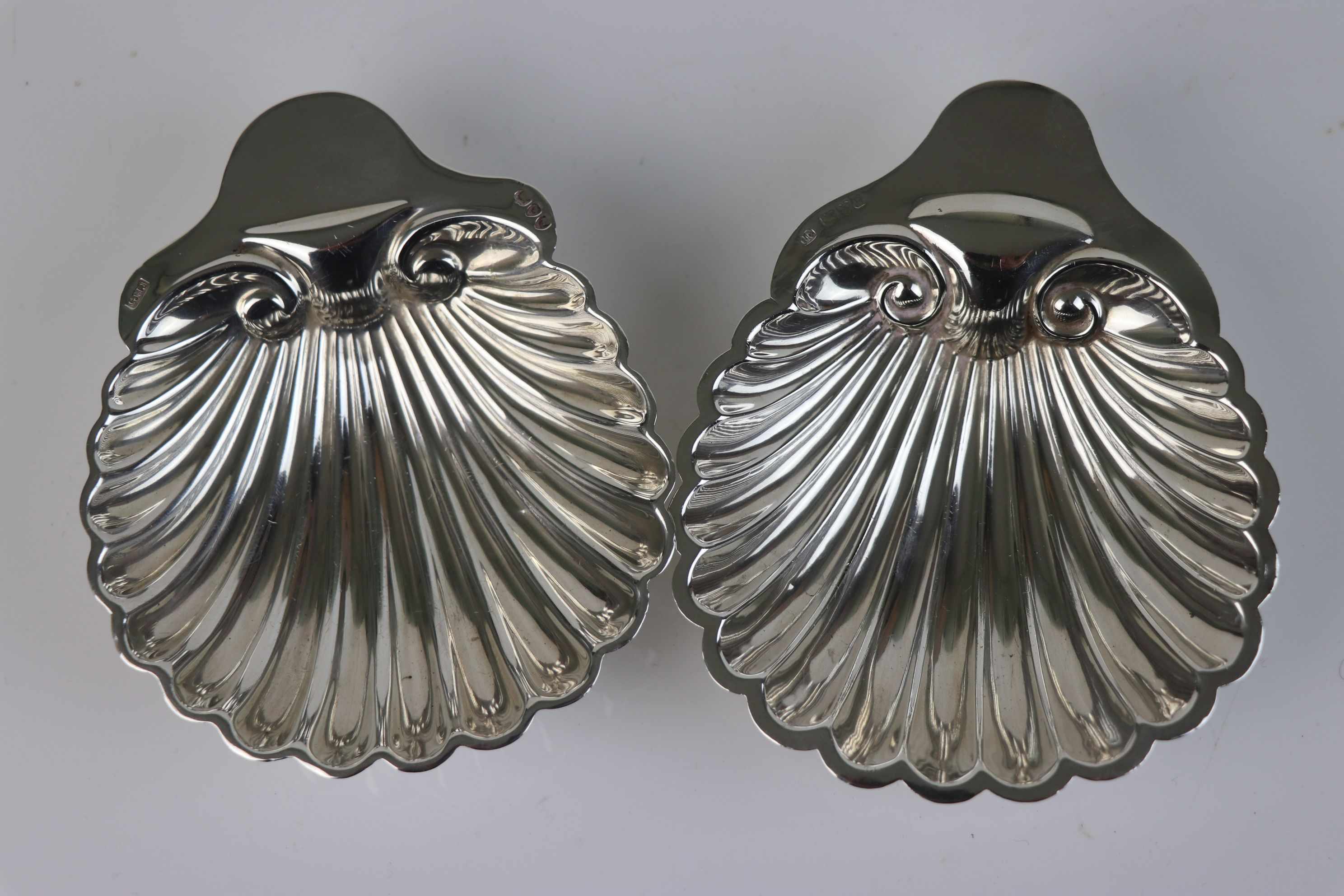 A pair of fully hallmarked sterling silver scalloped butter dishes, maker marked for Josiah Williams - Image 2 of 5