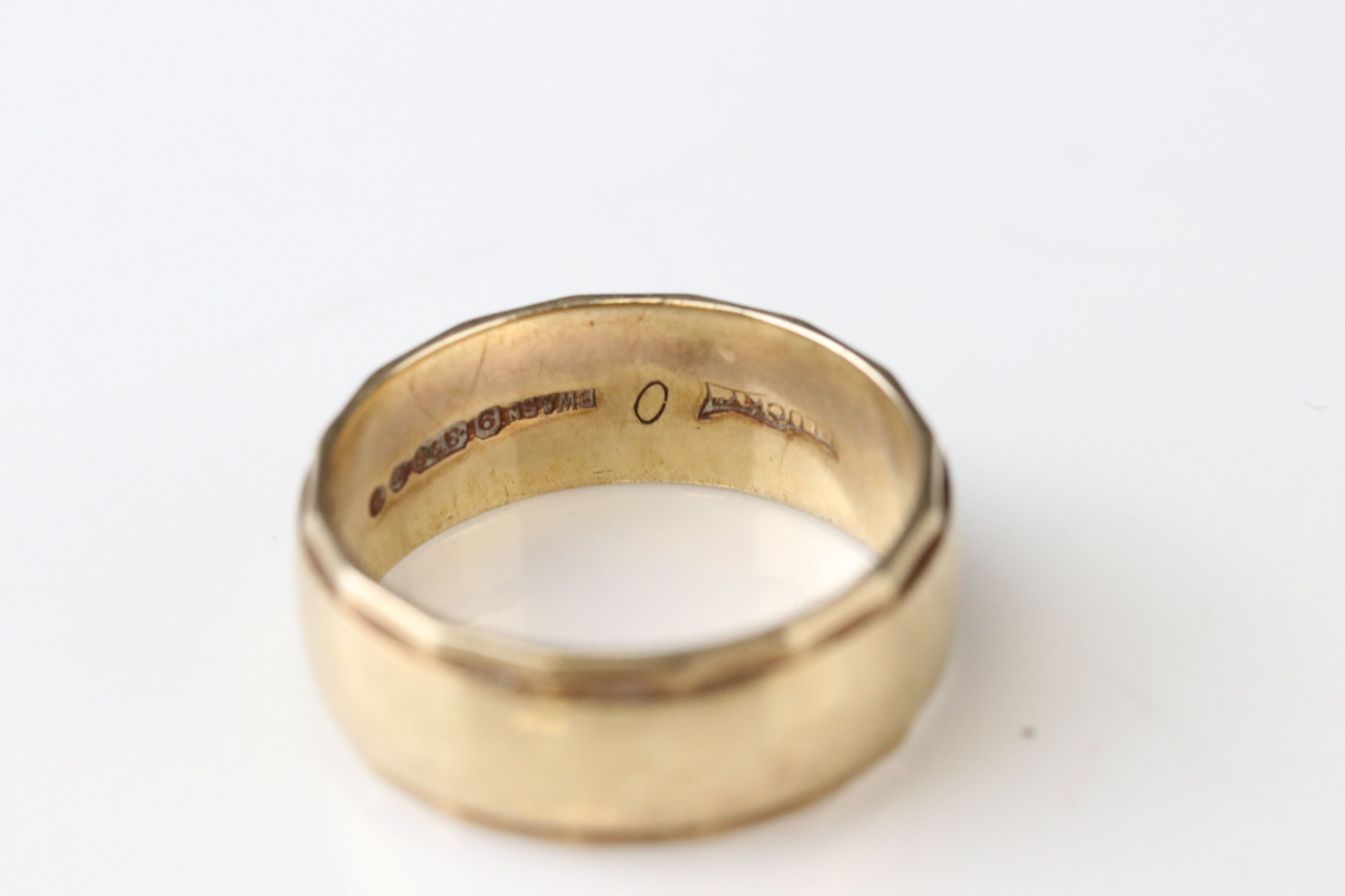 9ct yellow gold wedding band, width approx 2mm, ring size M½, together with a 9ct yellow gold - Image 4 of 5