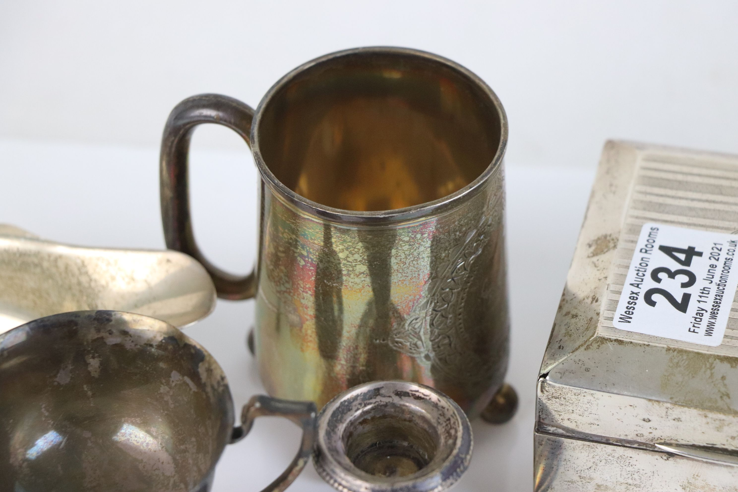 A collection of fully hallmarked sterling silver collectables to include Cigarette box, Trophy, Cup, - Image 5 of 5