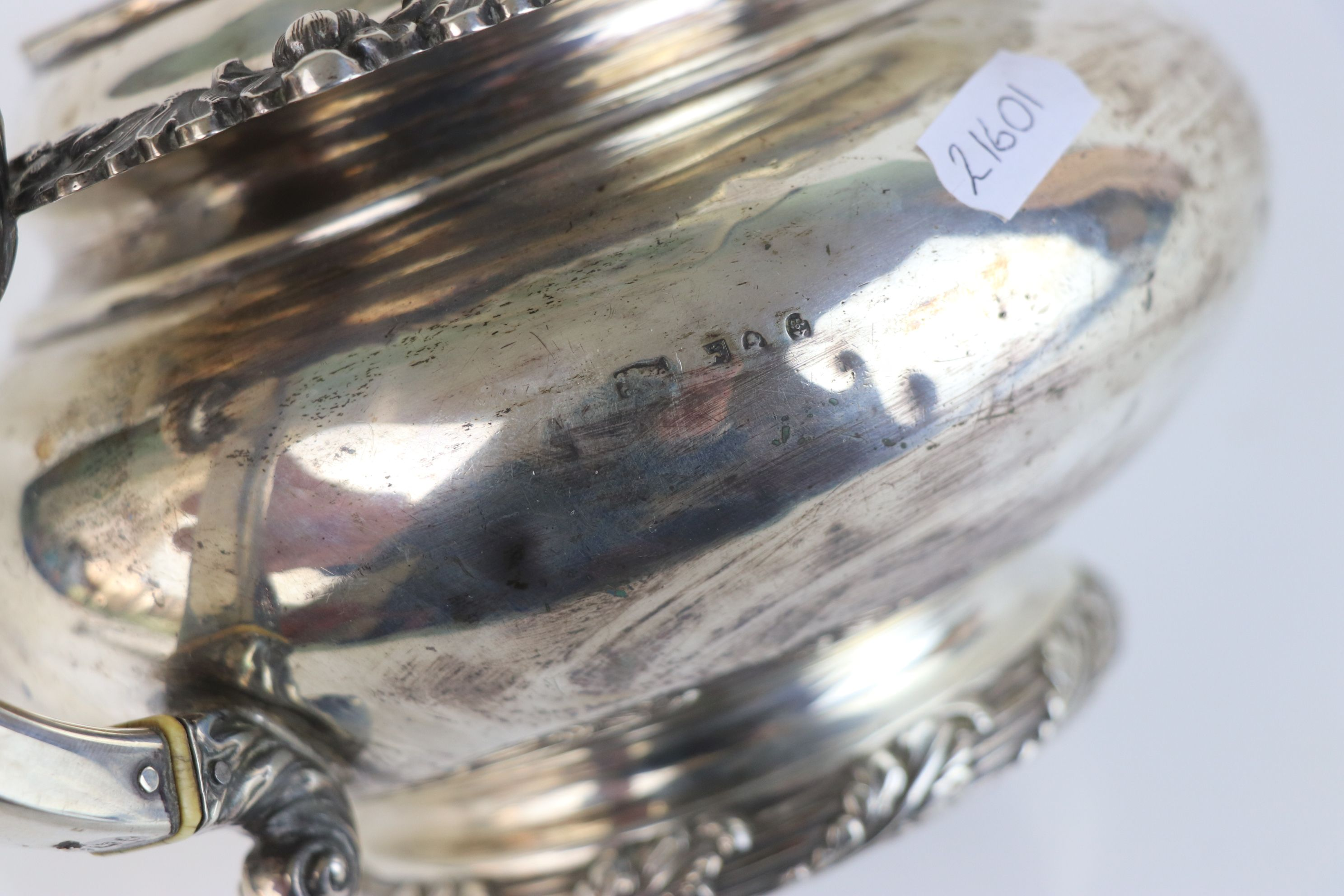A fully hallmarked sterling silver George III teapot, maker mark rubbed and indistinct, assay marked - Image 5 of 5