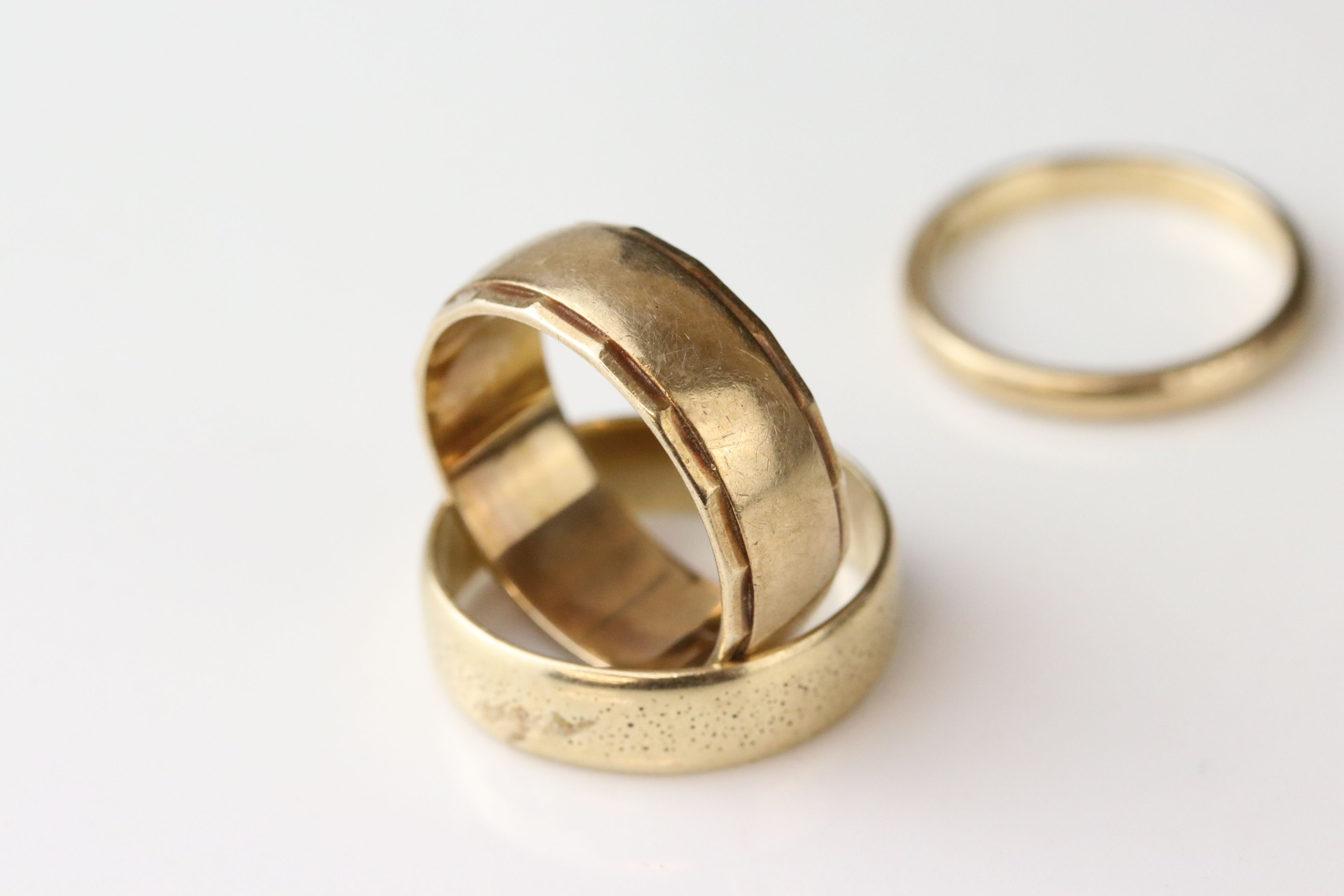 9ct yellow gold wedding band, width approx 2mm, ring size M½, together with a 9ct yellow gold - Image 2 of 5