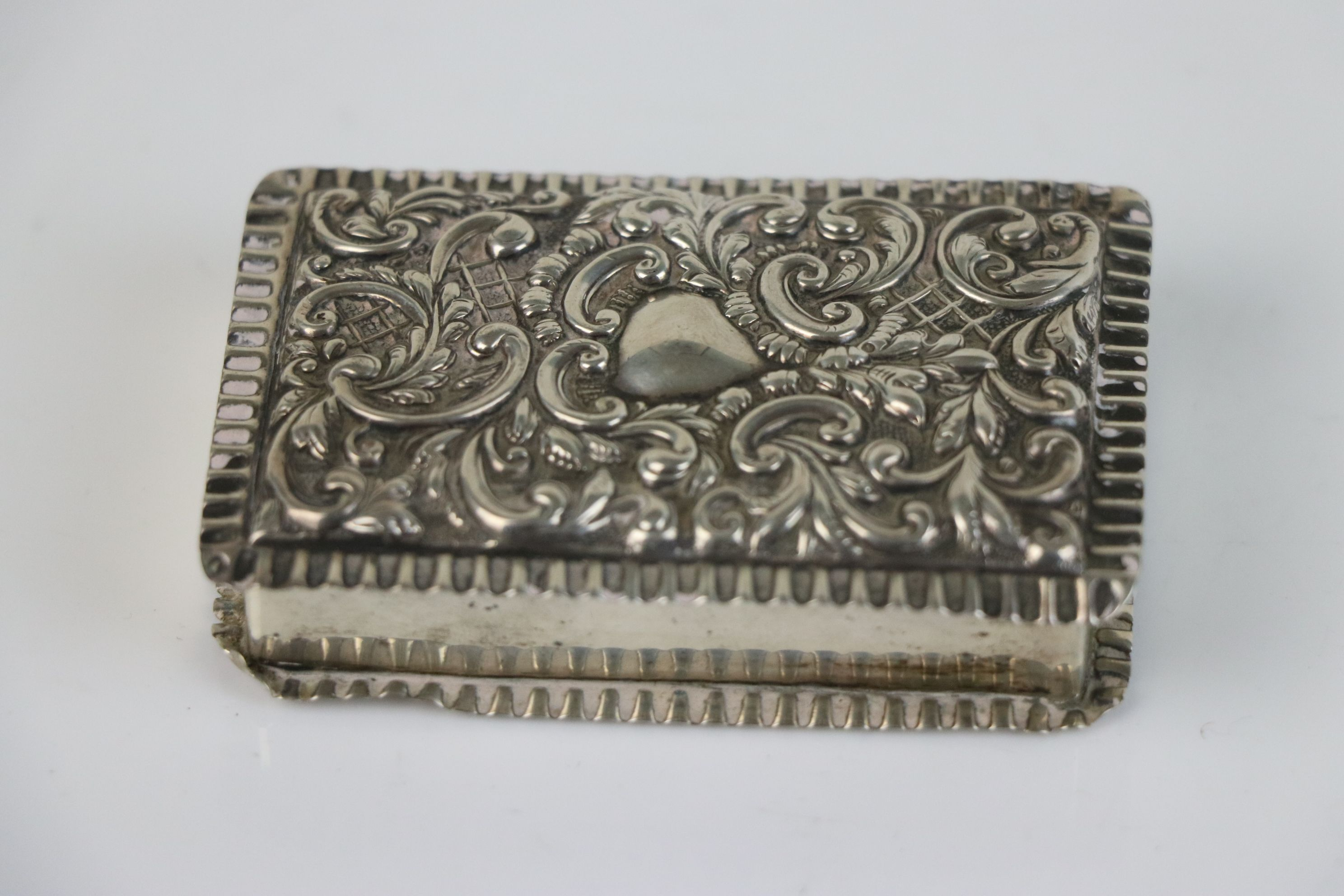 A fully hallmarked sterling silver snuff box, maker marked for Adie & Lovekin Ltd, assay marked - Image 2 of 6