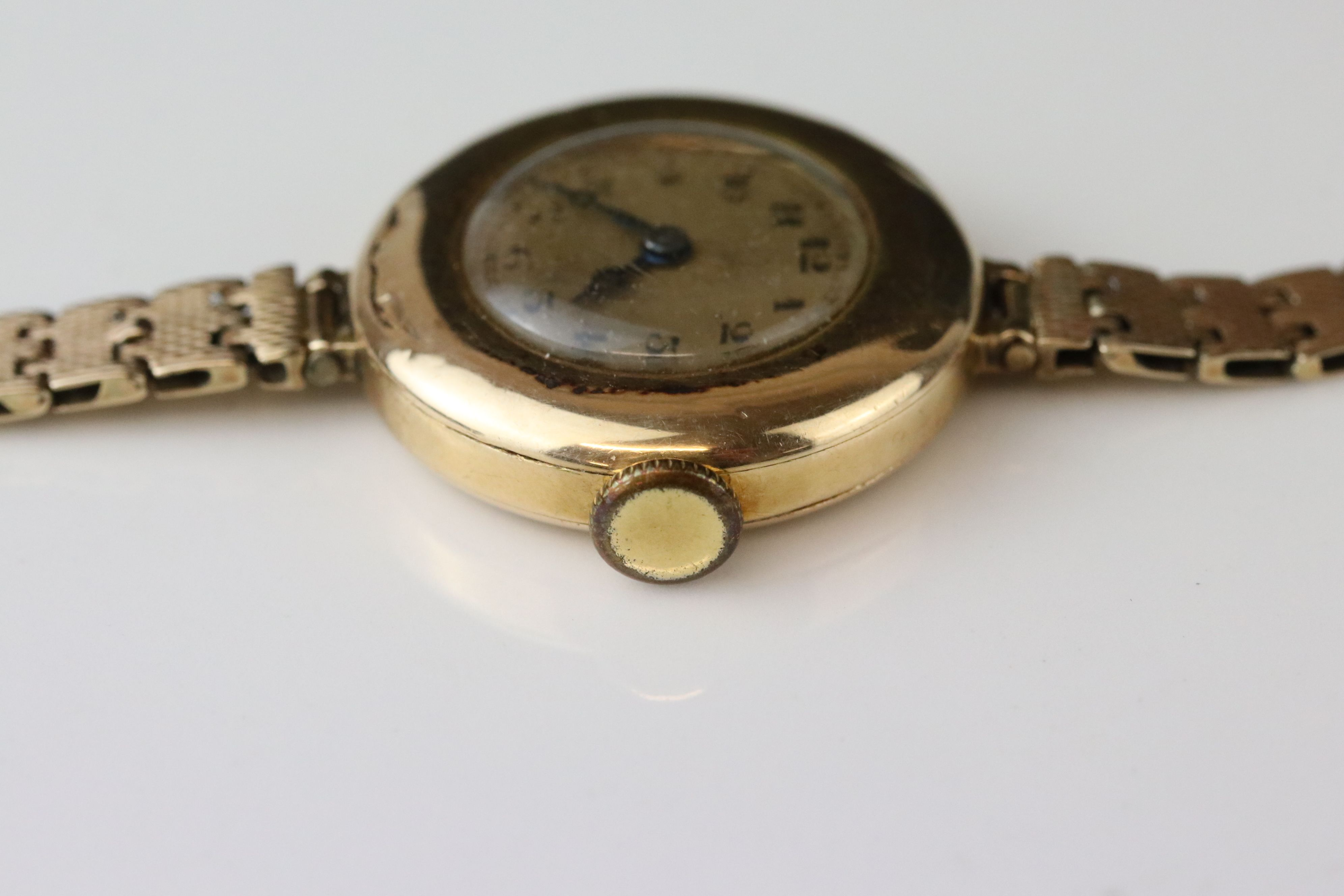 Early 20th century 9ct gold cased wristwatch, gold-coloured dial, black Arabic numerals and poker - Image 3 of 4